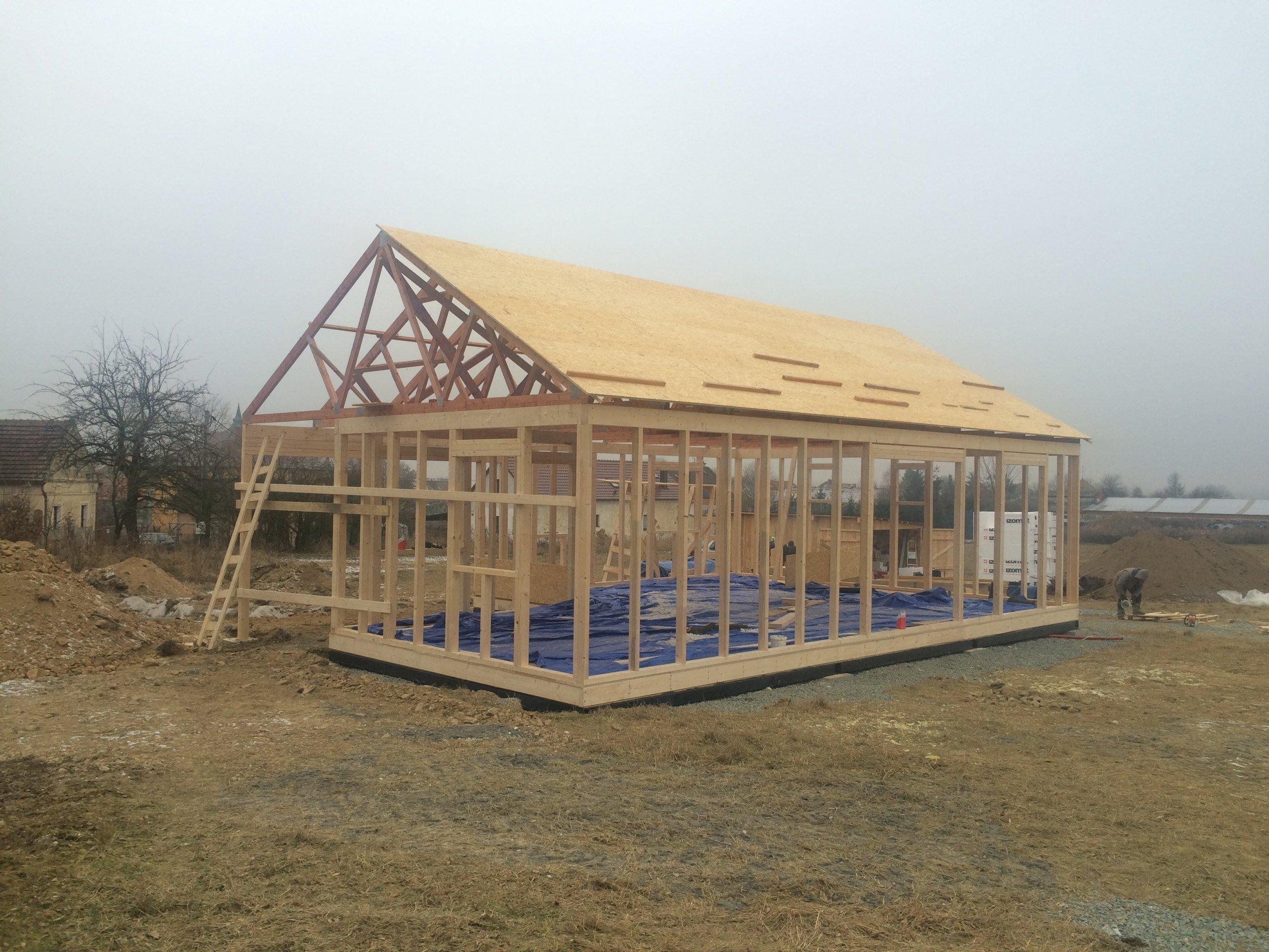 Dřevostavba o zastavěné ploše 85m2 spřesahem střechy tvořící přístřešek ke vchodu dle vlastního půdorysu byla dokončena vroce 2017 v&nbsp…