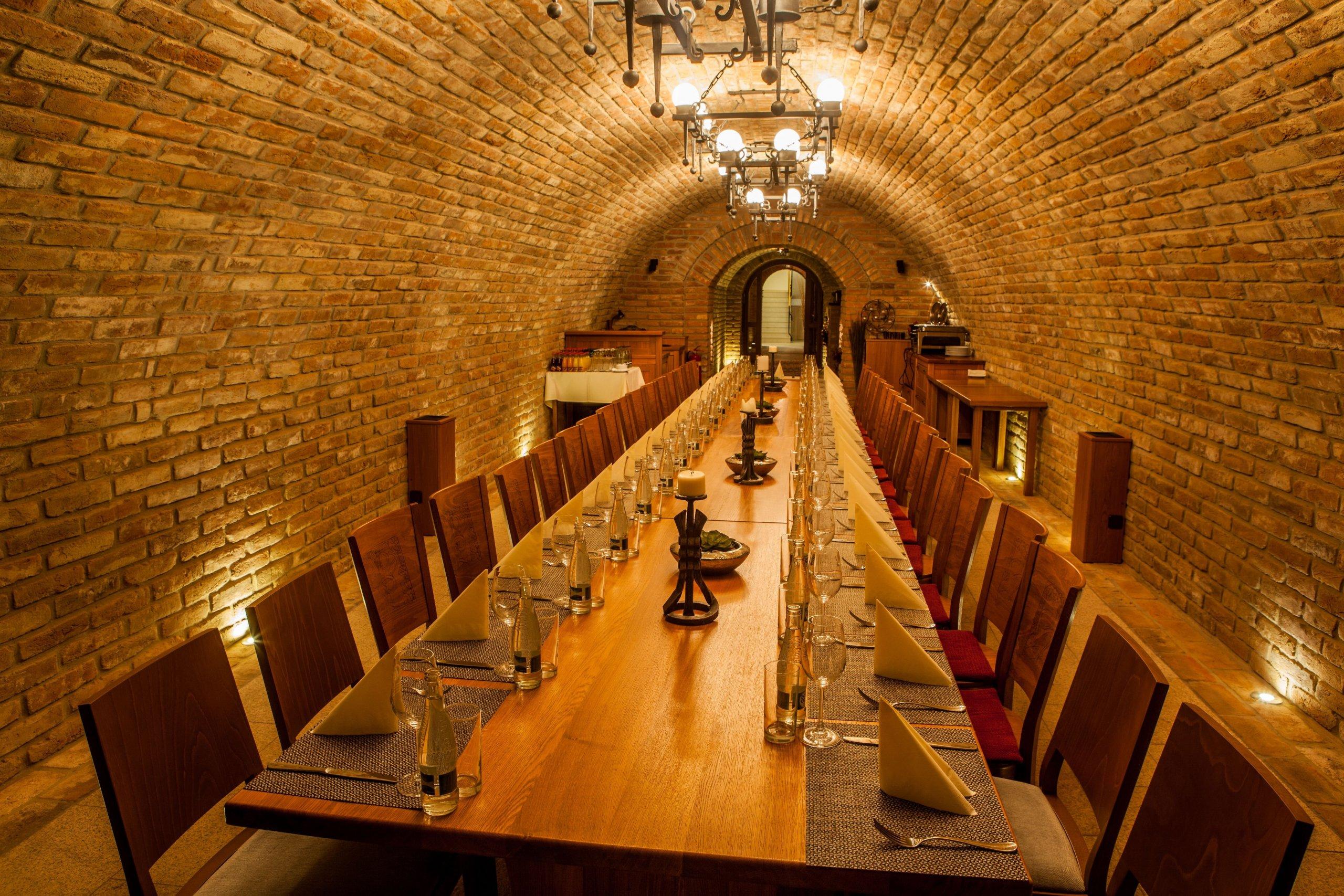 Šlechtitelská stanice vinařská ve Velkých Pavlovicích je v současné době akciovou společností hospodařící na vlastních i pronajatých vinicích, vyrábějící víno,…