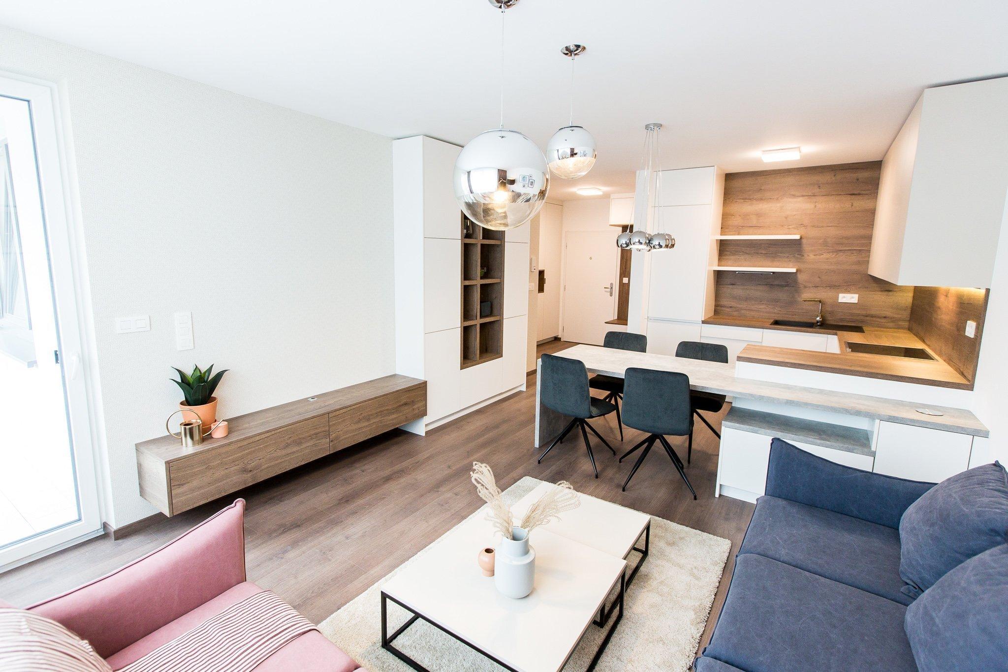 Realizácia 3i. bytu v projekte Malé Krasňany.   Byt je navrhnutý v príjemných zemitých farbách, navodzuje hotelový štýl.  Kuchynská linka priamo…