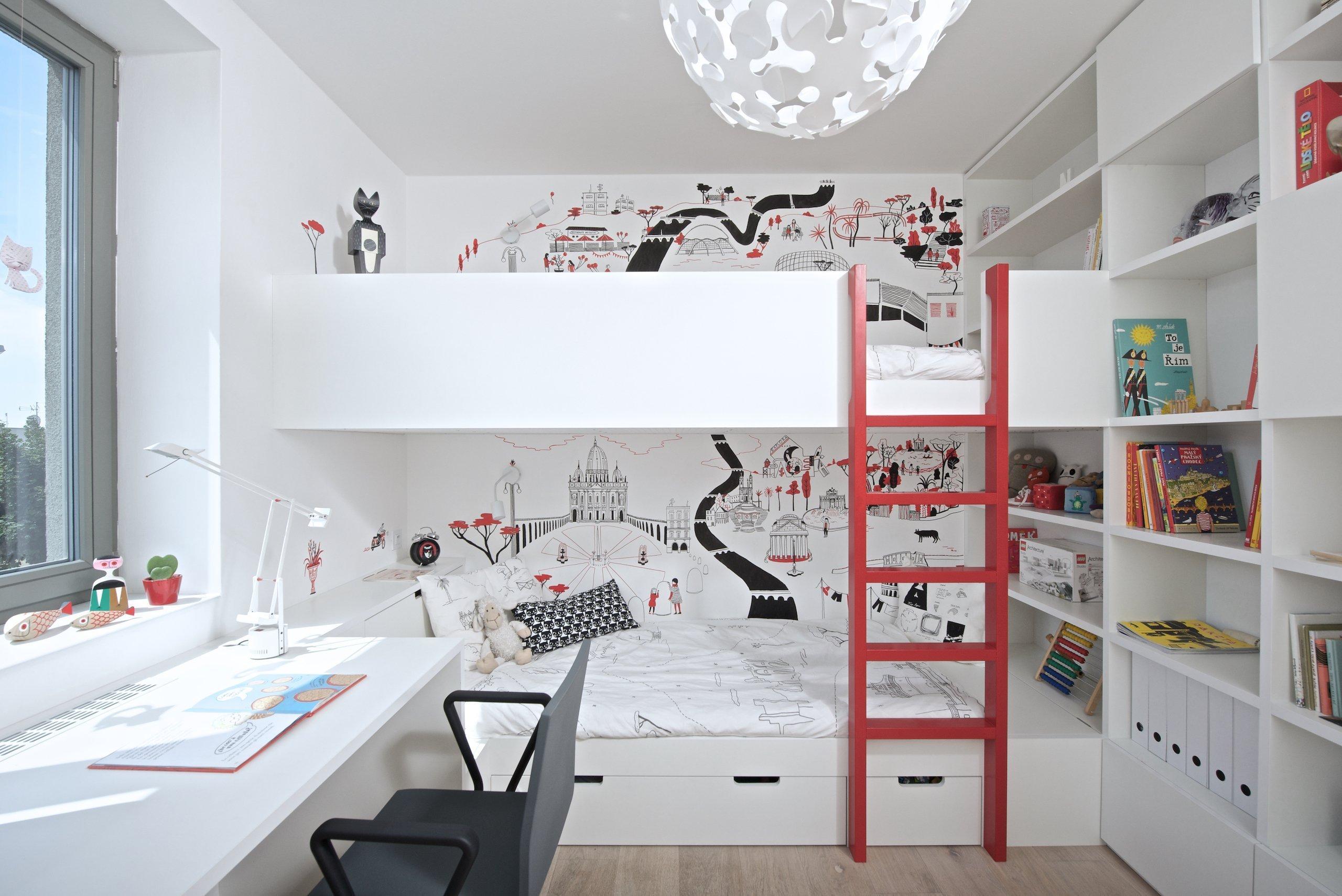 Dětský pokoj dvou dívek byl řešen kompletně na míru na základě požadavků na úložný prostor, prostor pro hraní aučení. Pro realizaci bylo využito…