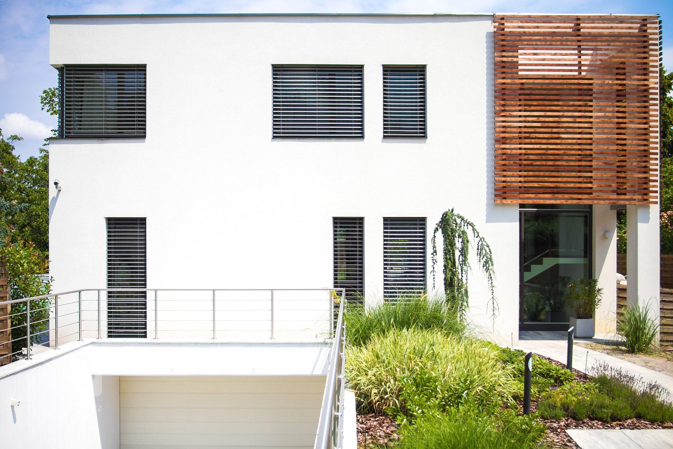 enkovní žaluzie NEVA v realizaci rodinné vilky v Maďarsku elegantně doplňují horizontální linie celého domu. Funkcionalisticky strohý tvar žaluzií Z-90 se…