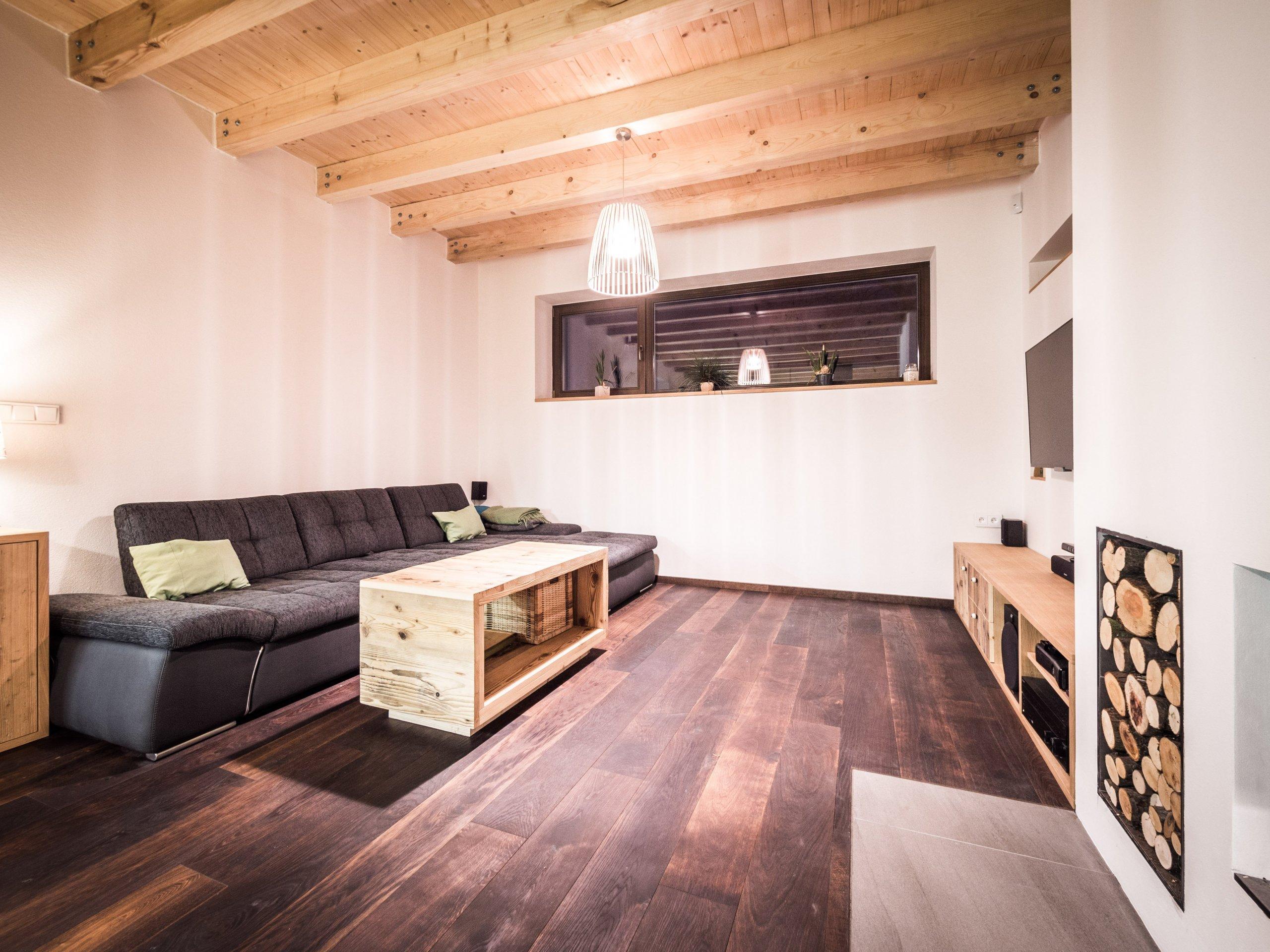 Nově postavený rodinný dům v obci Zdiby poblíž našeho hlavního města dostal díky koncepci veškerého vybavení do přírodních materiálů netradiční tvář. Byl to…