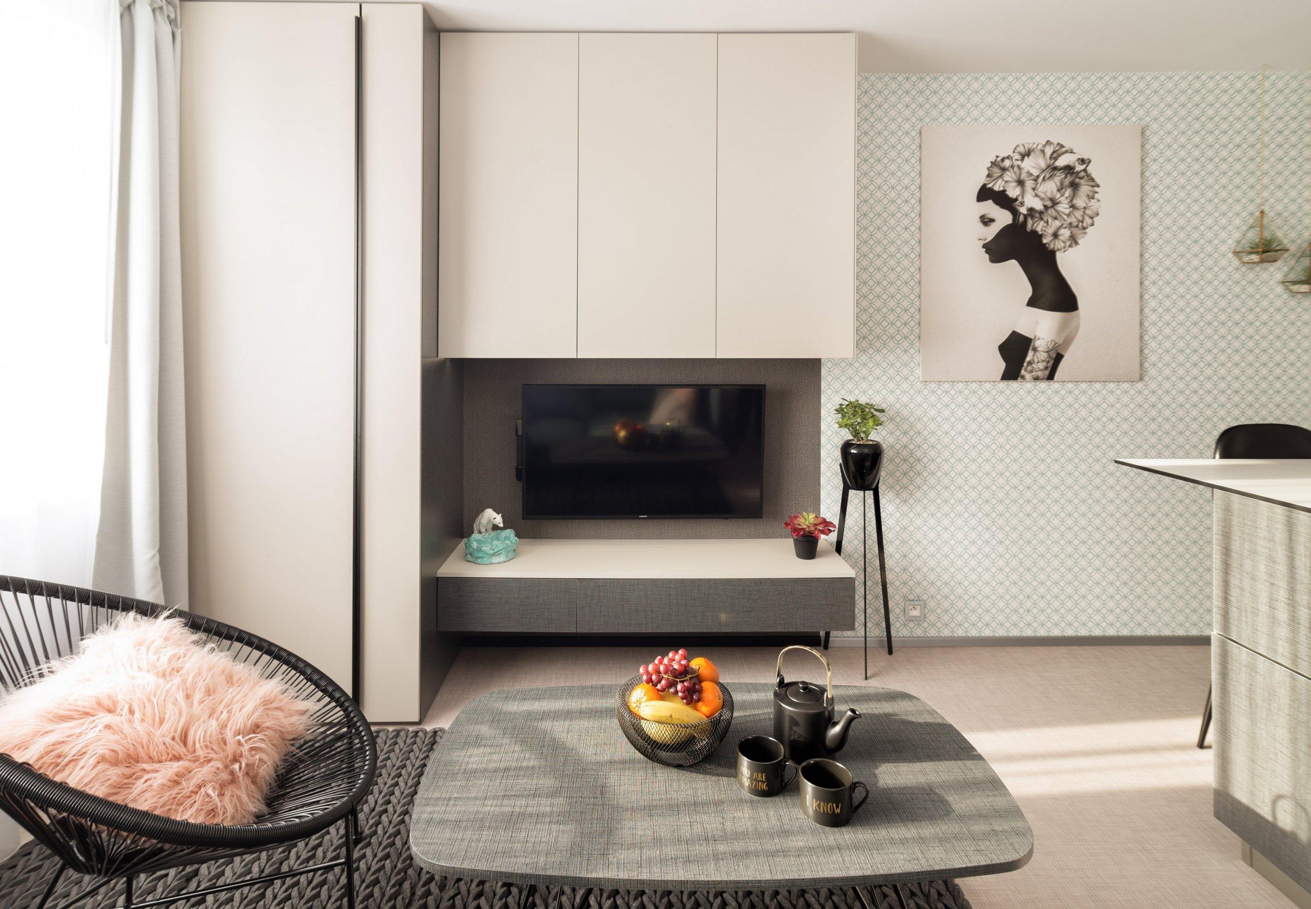 Jak bydlí designérka na 37 m2  Vzhledem ktomu, že jsem si bydlení navrhovala sama pro sebe, zadání jsem měla jasné: prostor bytu musí být otevřený a…