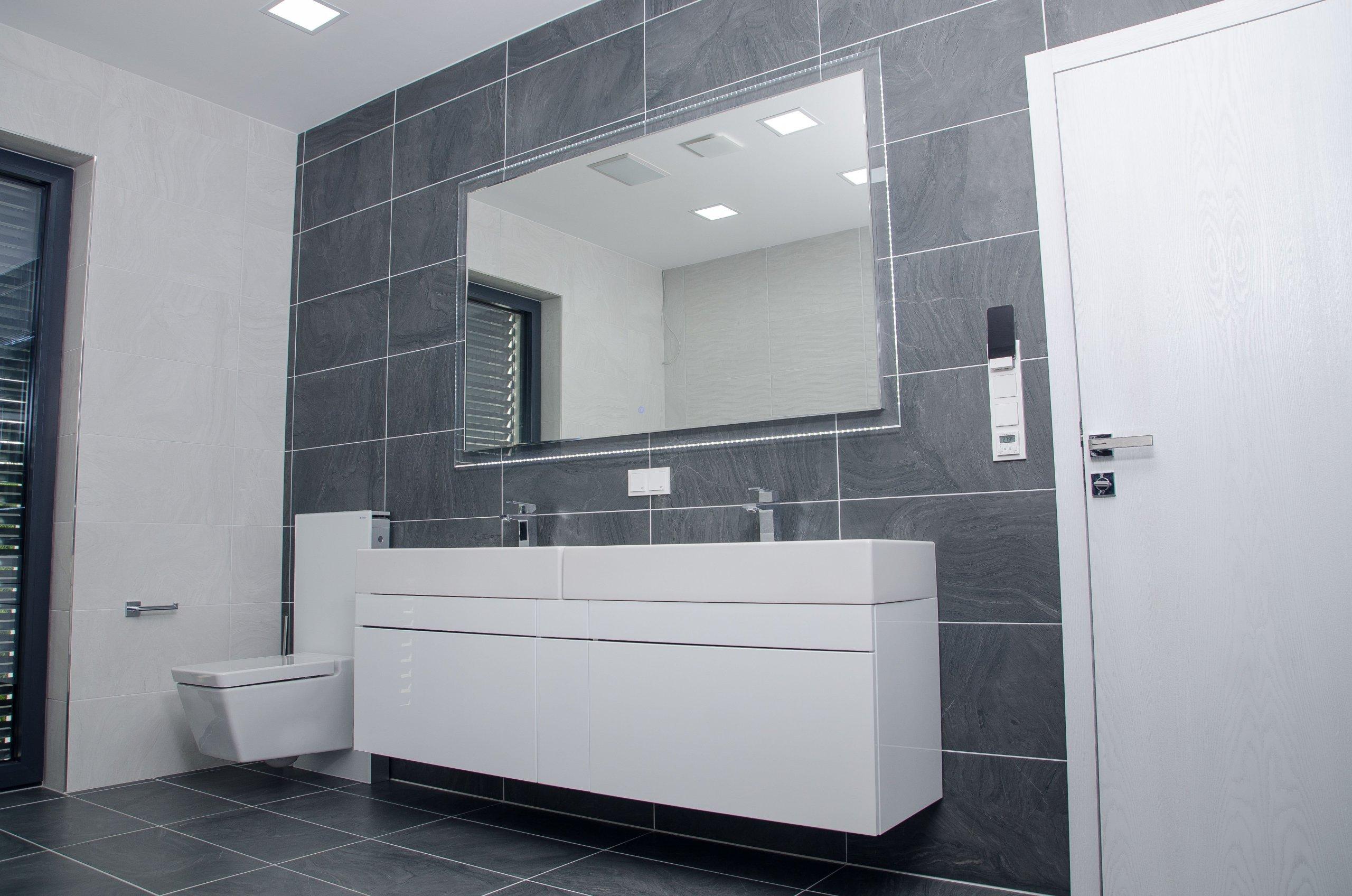 """I koupelna se může stát nejoblíbenější místností v domě, stačí jen vystoupit ze stereotypů nabídek obchodů a nechat si jí vyrobit přímo """"na tělo"""".…"""