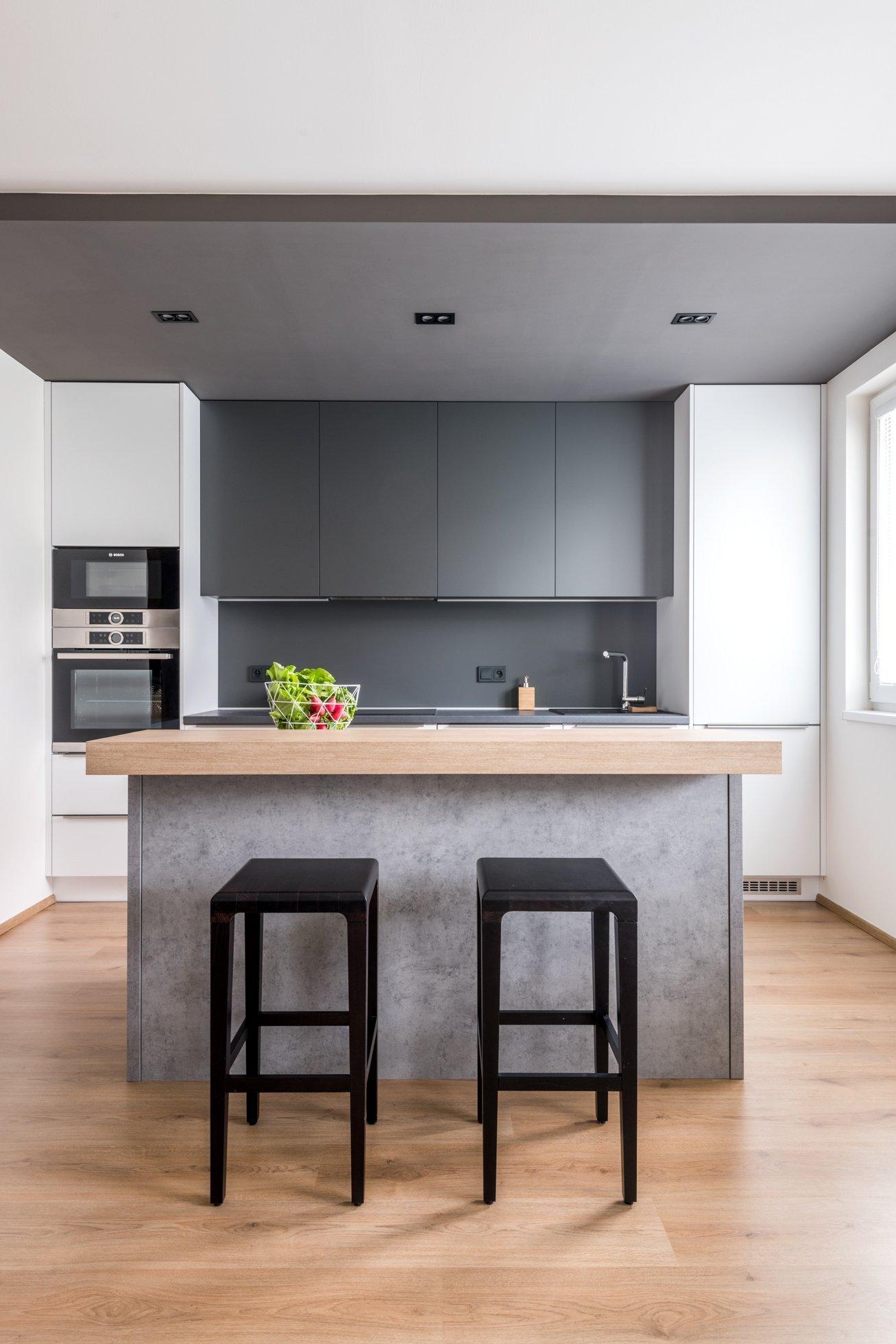 Moderní bytové interiéry se vposledních letech jednoznačně ubírají směrem kčistotě, jednoduchosti avzdušnosti. Moderní interiér bytu v…