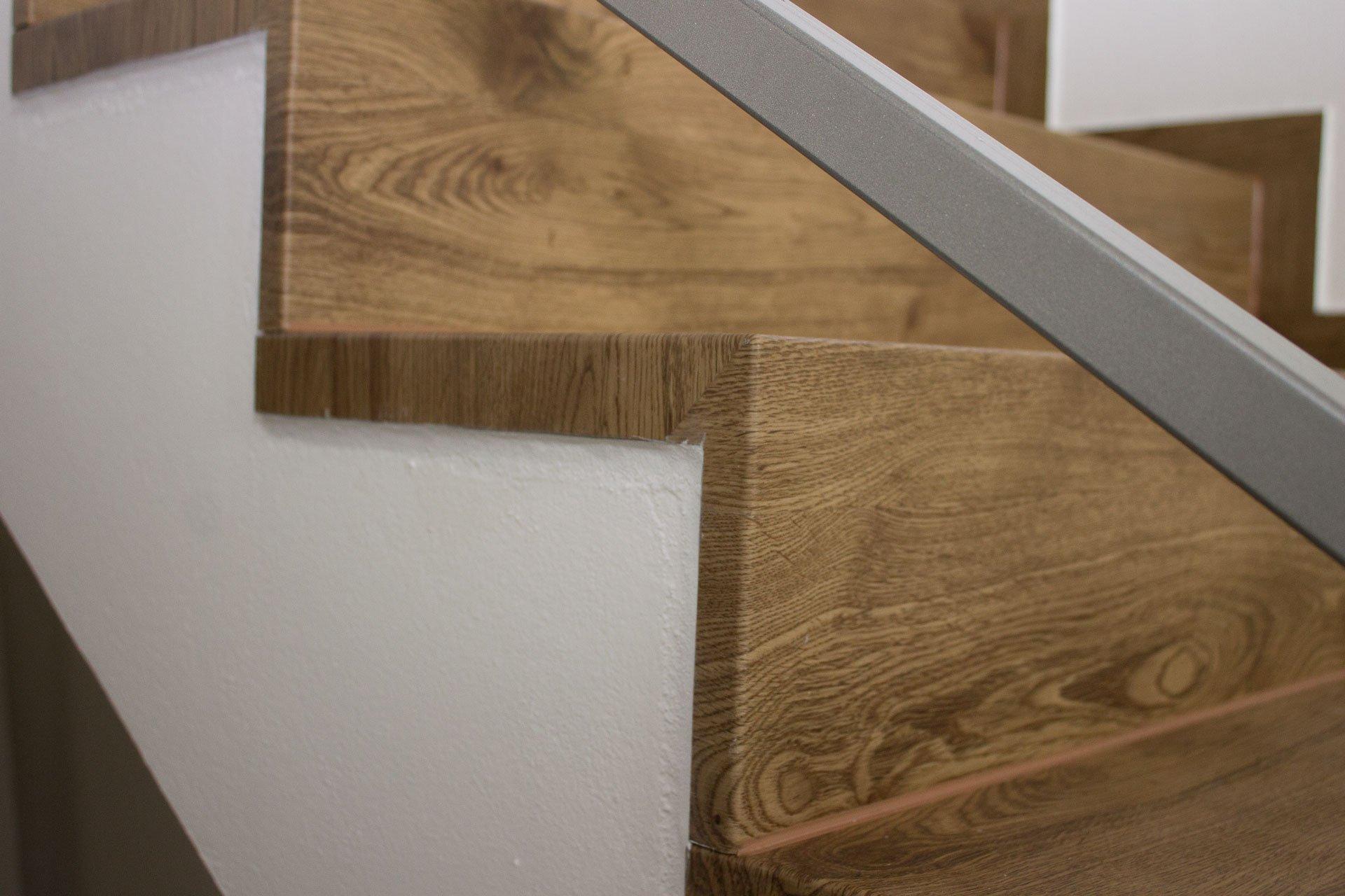 Detail boční hrany schodů