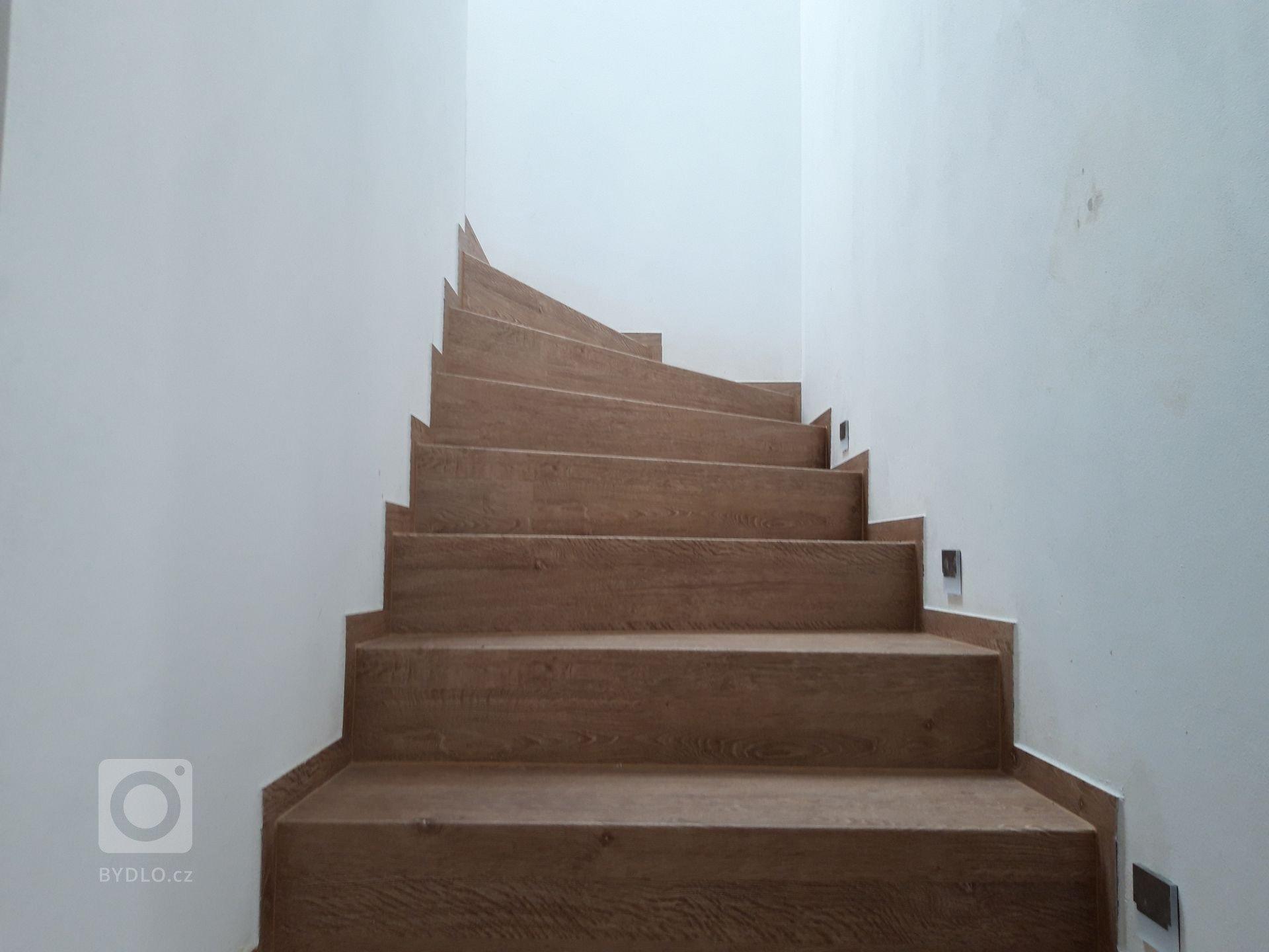 Vinylové schody BUKOMA s dekorem Dub Frigola