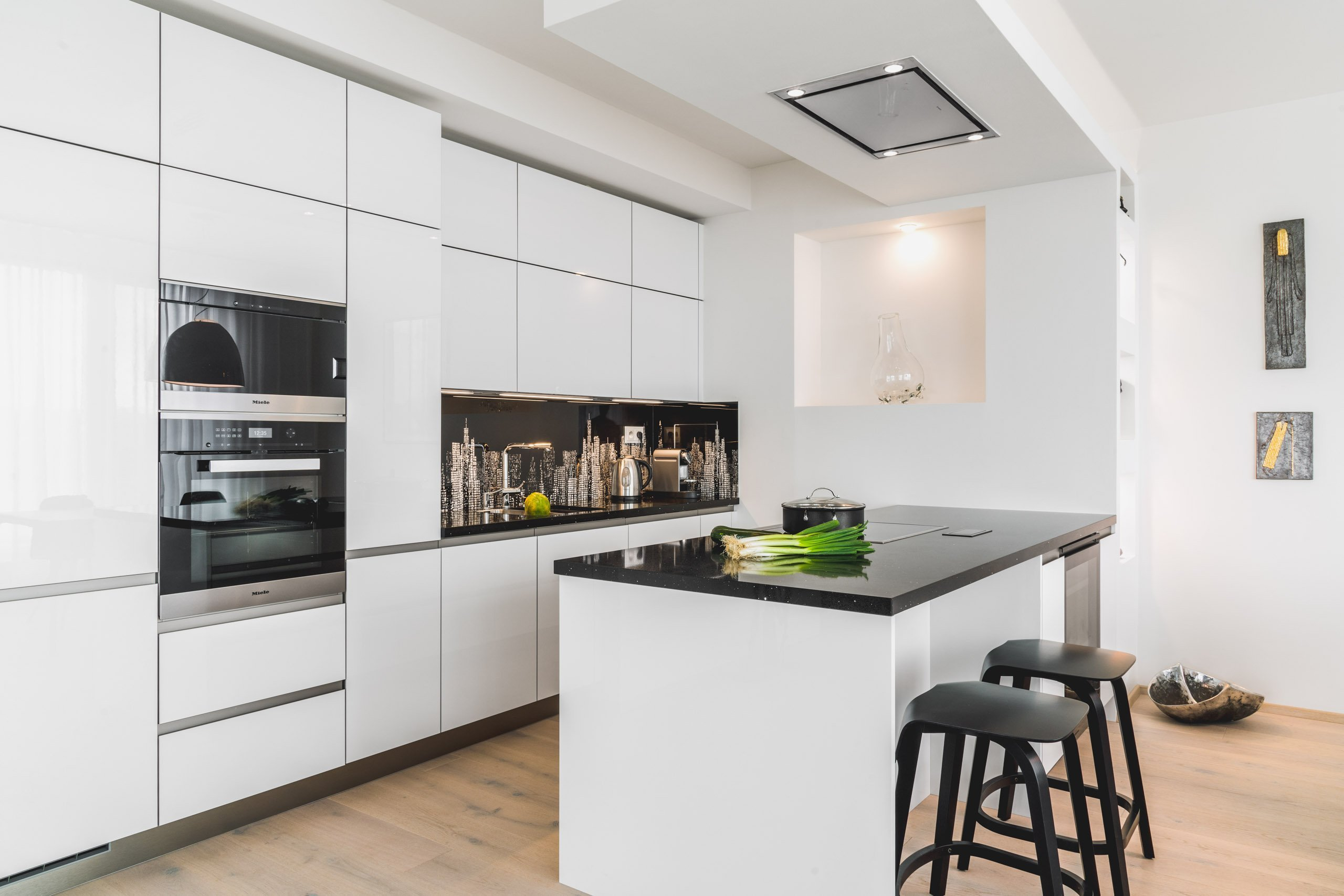 Kuchyně TOP CRYSTAL | WHITE  PRO NEJSVĚTLĚJŠÍ STRÁNKY ŽIVOTA.  Kuchyně je místo, které by nás mělo zásobovat radostí a ukojovat náš hlad po nových…