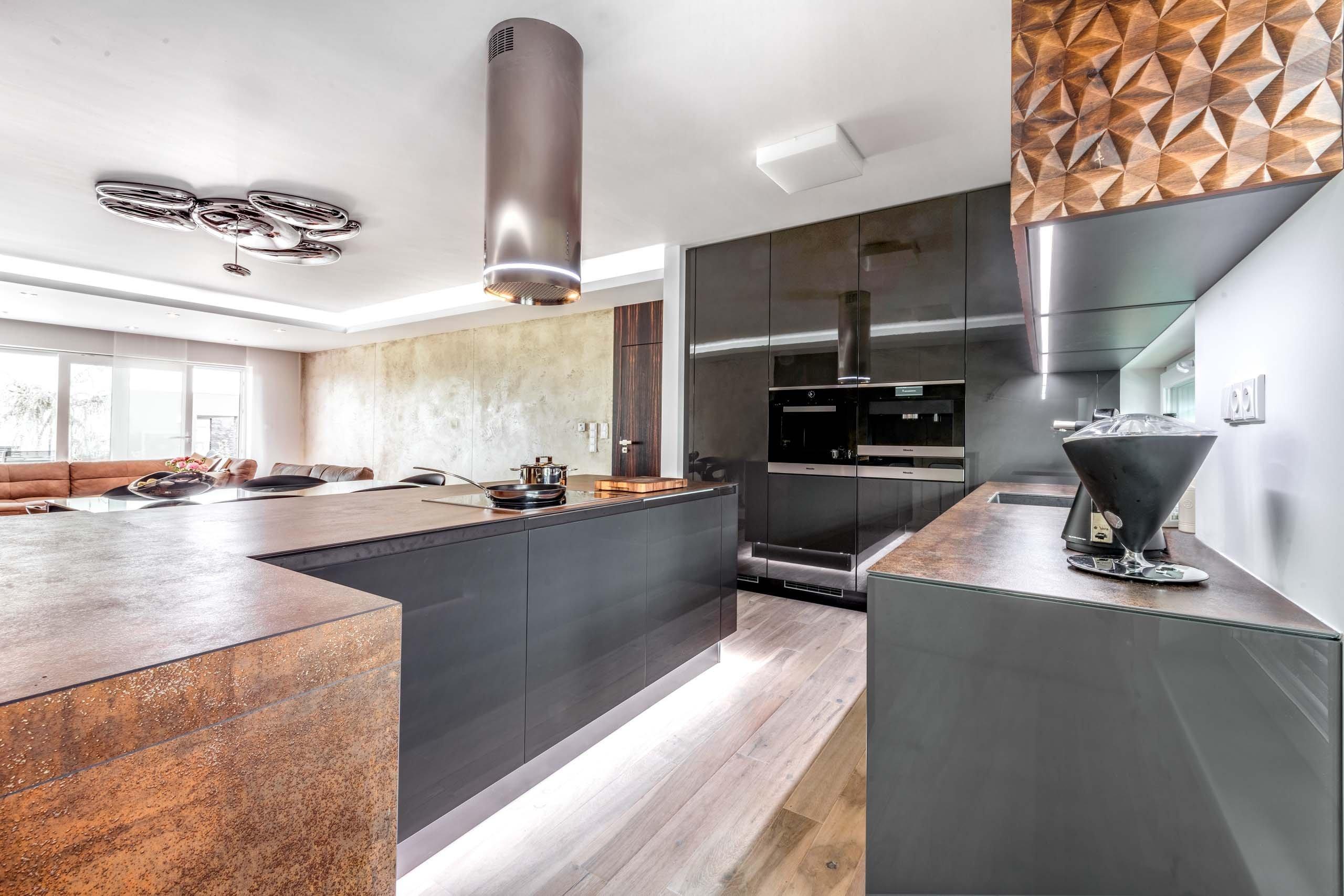 Kuchyně DIAMOND | ANTRACIT GLOSS JEDINEČNÝ 3D DESIGN. VÍCE VRSTEVNATÉ ZÁŽITKY.    Průmyslová revoluce v domácím podání. Luxusní modernistická…