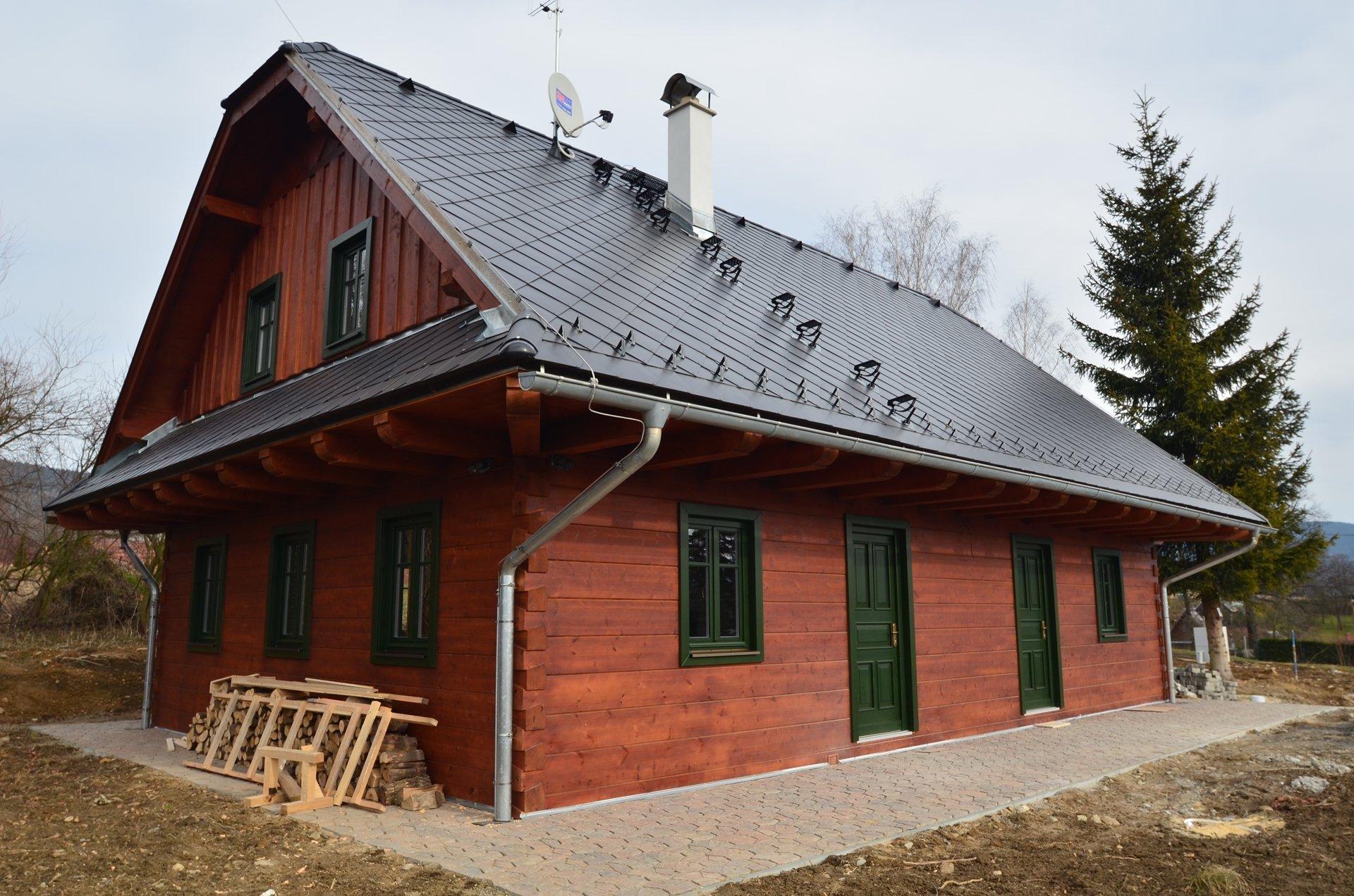 Na jihu Čech stojí tato nová roubenka postavená v klasickém stylu.