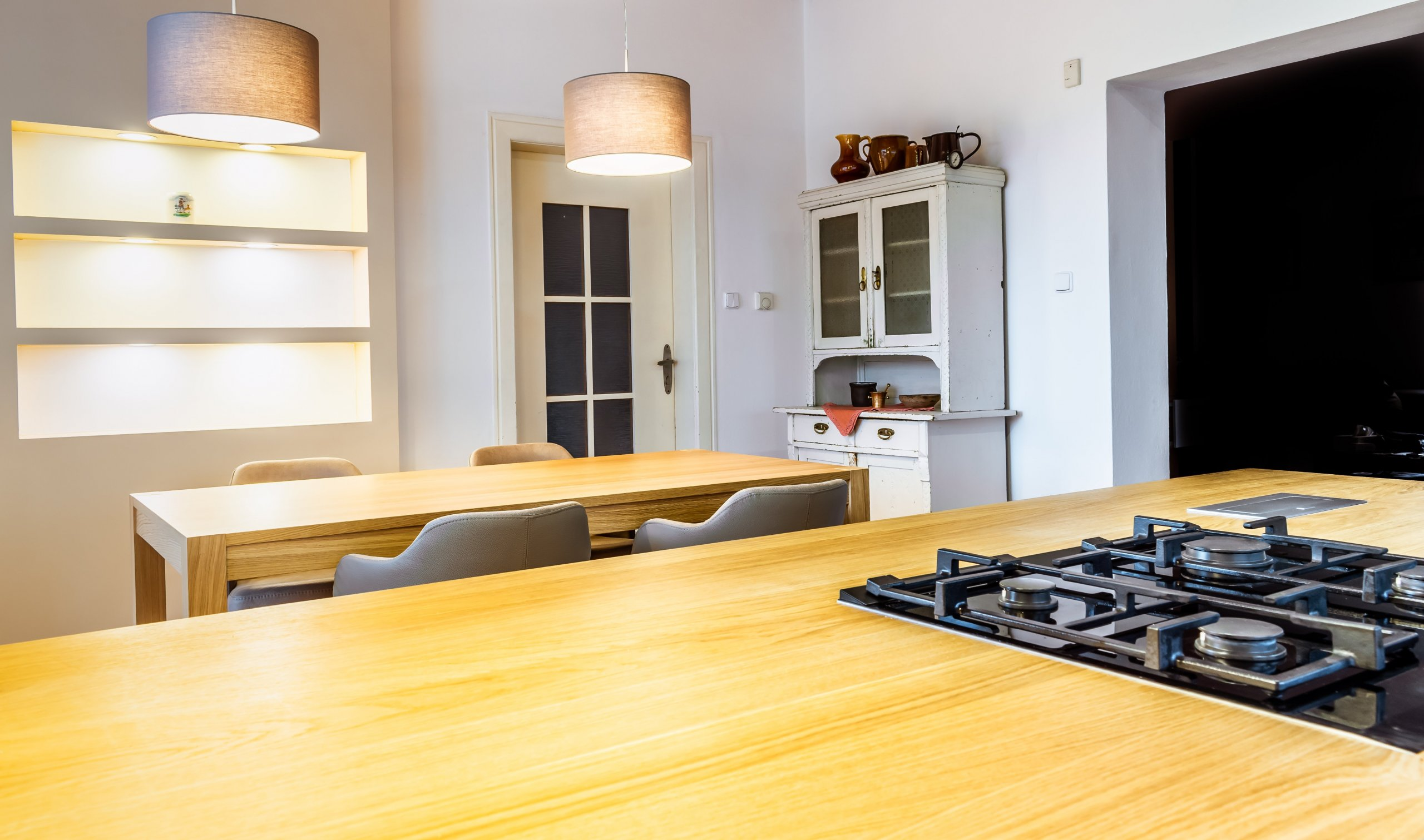 Kdo se rozhodne pro kompletní rekonstrukci kuchyně, čeká ho stejné množství práce, jako přinové počáteční stavbě. Vlastně možná ještě víc, protože je…