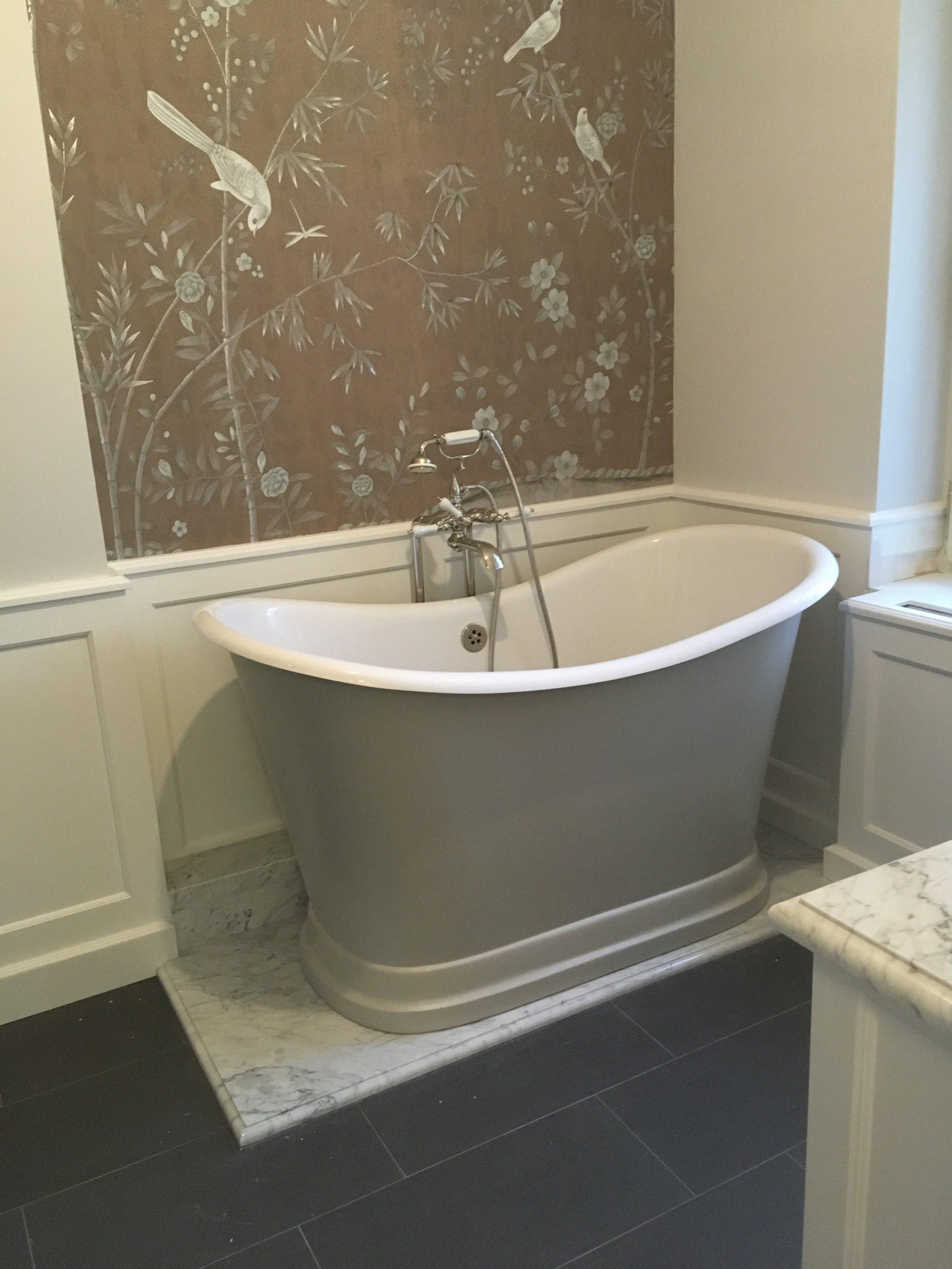 Pro klienta v Praze jsme vyrobili koupelnovýnábytek na míru včetně panelů na zdi.