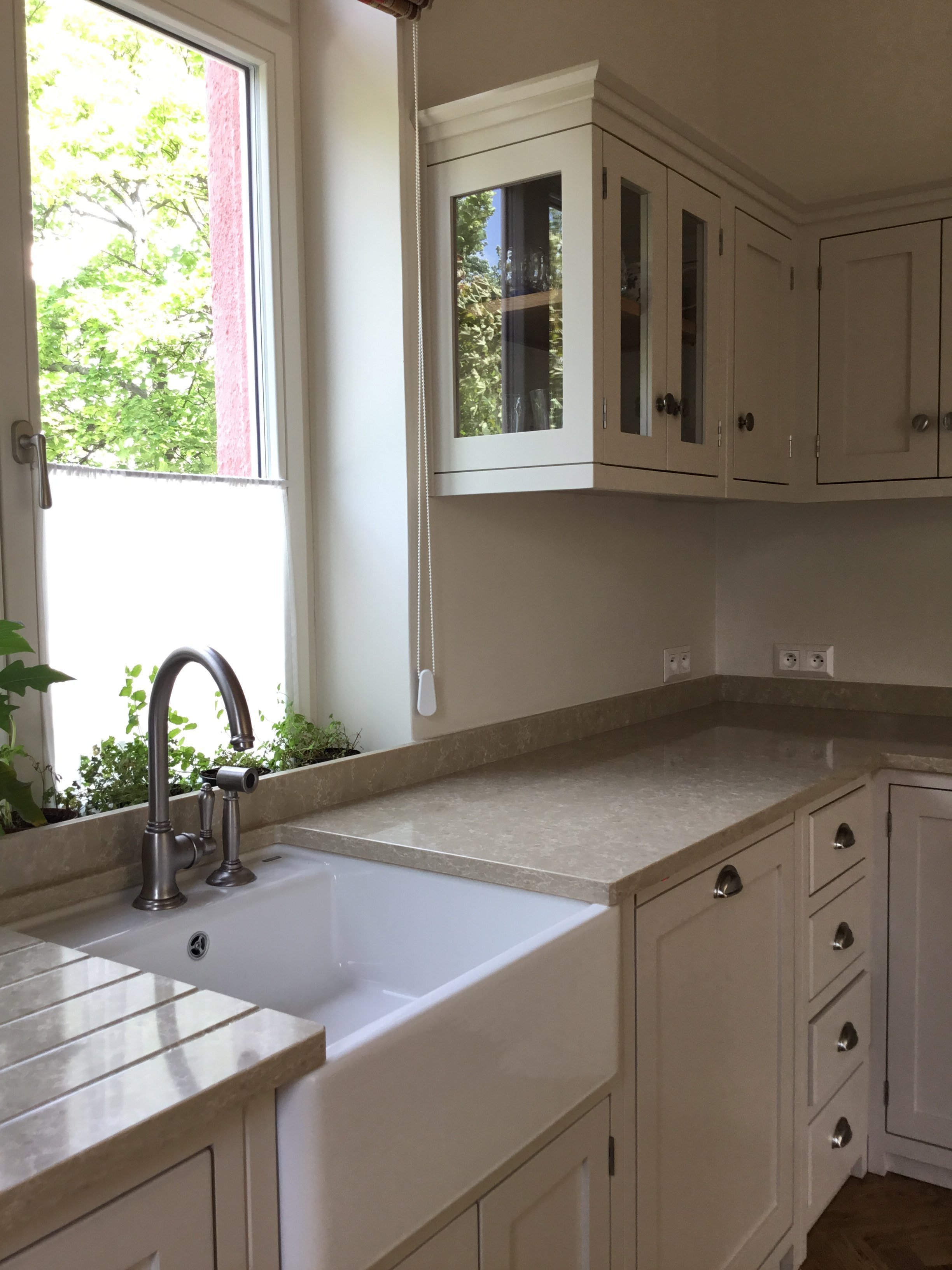 Do vily na Ořechovce jsme mimo jiného nábytku, vyrobili také tuto krásnou kuchyni v anglickém stylu. Je vyrobena z masivního tvrdého dřeva a ručně natřena.…