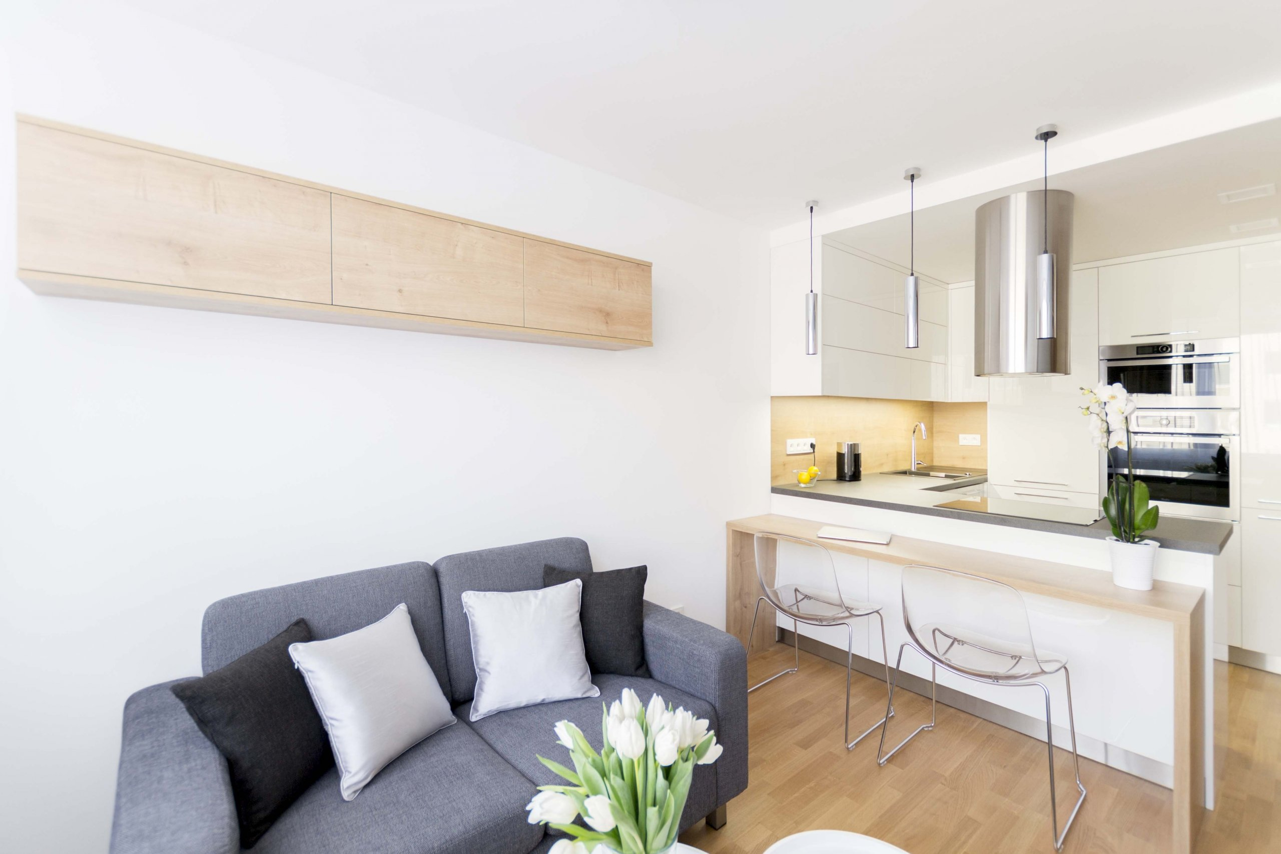 Malý byt se po rekonstrukci proměnil k nepoznání.Zadáním investora znělo přeměnit původní byt 2+1na dispozičně otevřenější prostor, kde by oddělená…