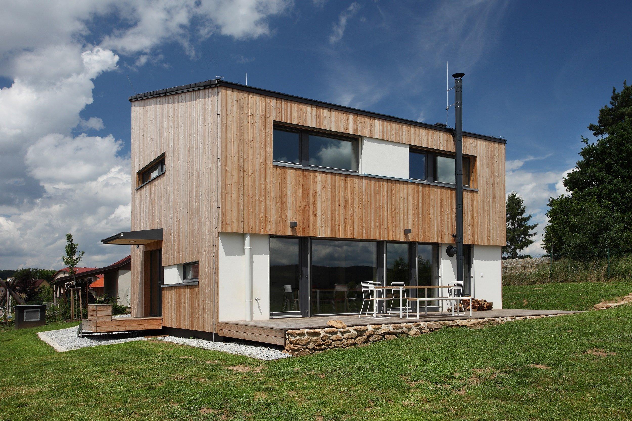 Domesi Concept House 2vBudíkověje postaven vpasivním standardus použitím stavebnítechnologie masivních dřevěných panelů…