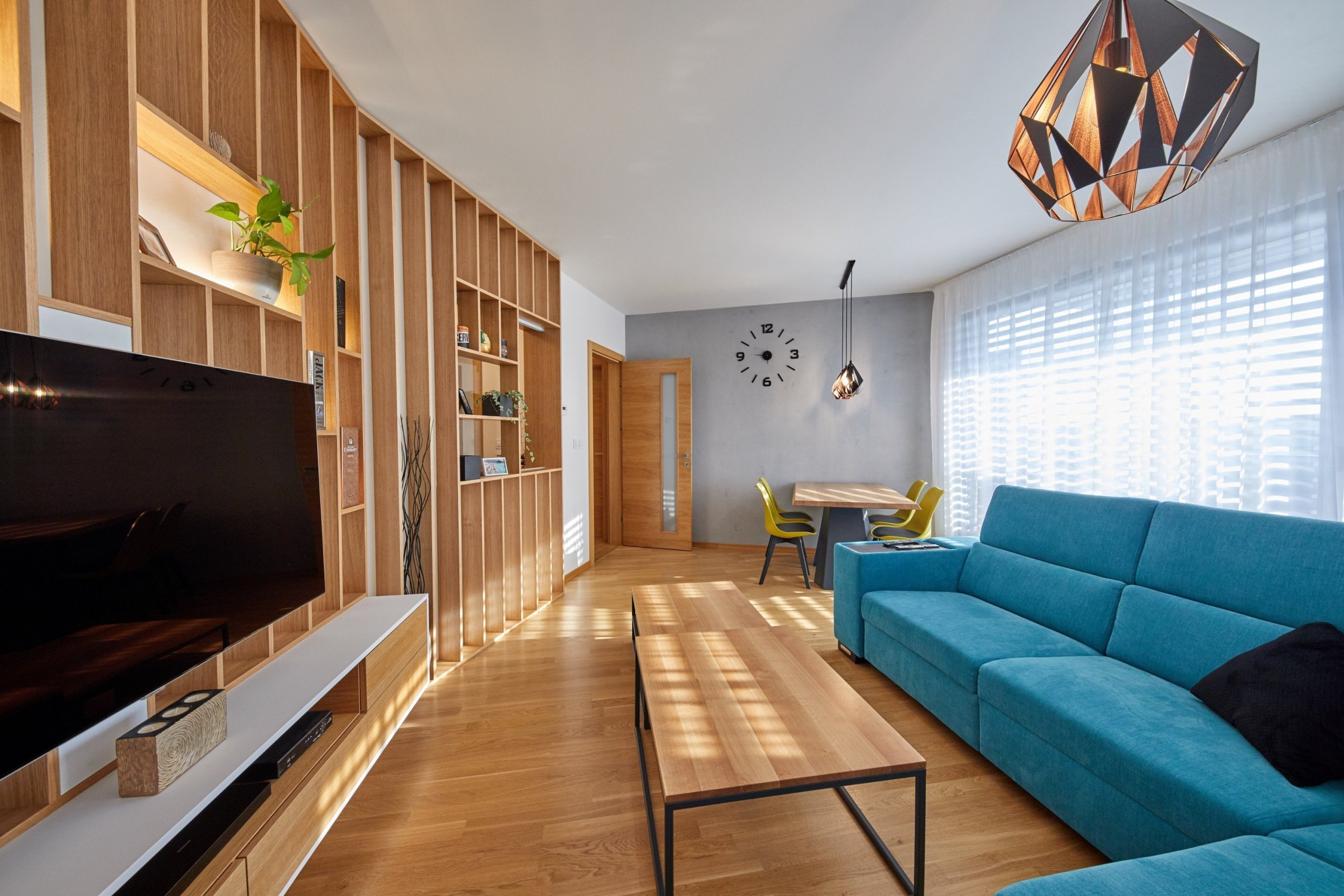 Ďalšia vydarená realizácia interiéru. Tentokrát sa jednalo o byt v Cubicon Gardens v Bratislave. :)  Výnimočné bolo hlavne vyriešenie prepojenia resp.…