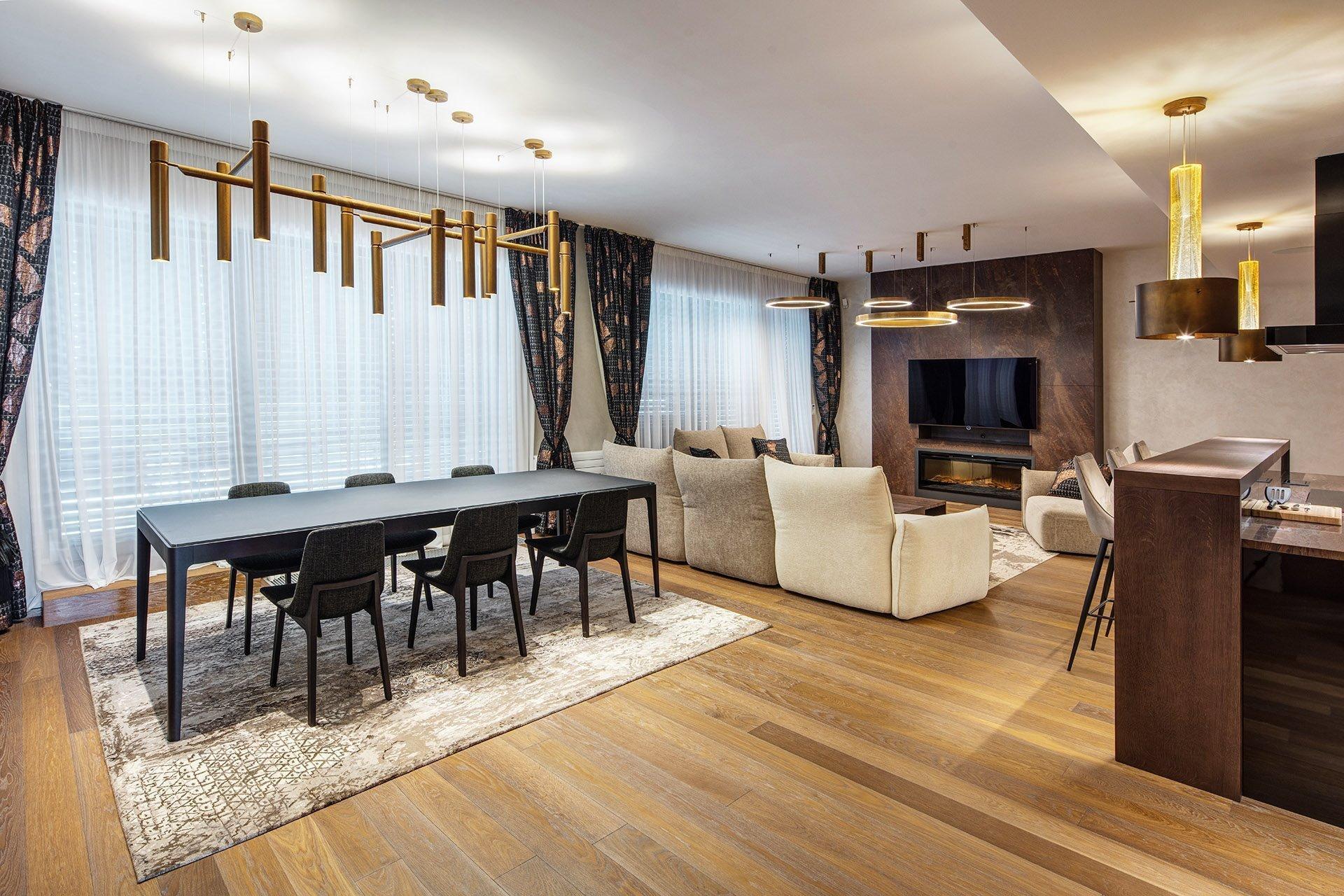 Přáním klientů bylo vytvoření komfortního, netradičního interiéru sdostatkem soukromí pro členy rodiny, zároveň svýraznou obytnou částí  Interiér…