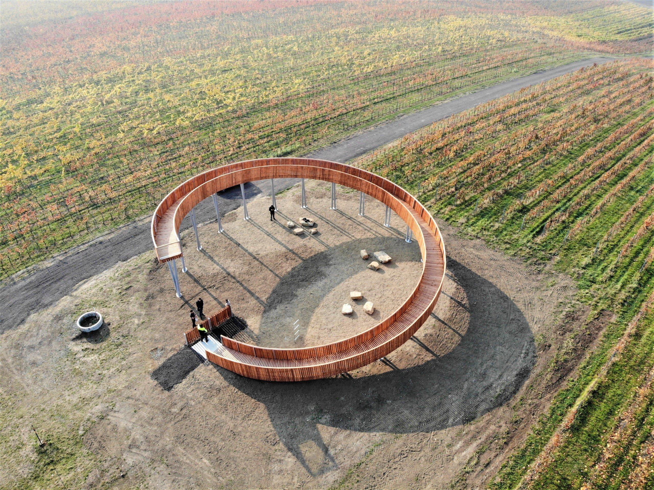Fotografie z dronu, Kobylí, jižní Morava, vinice, rozhledna