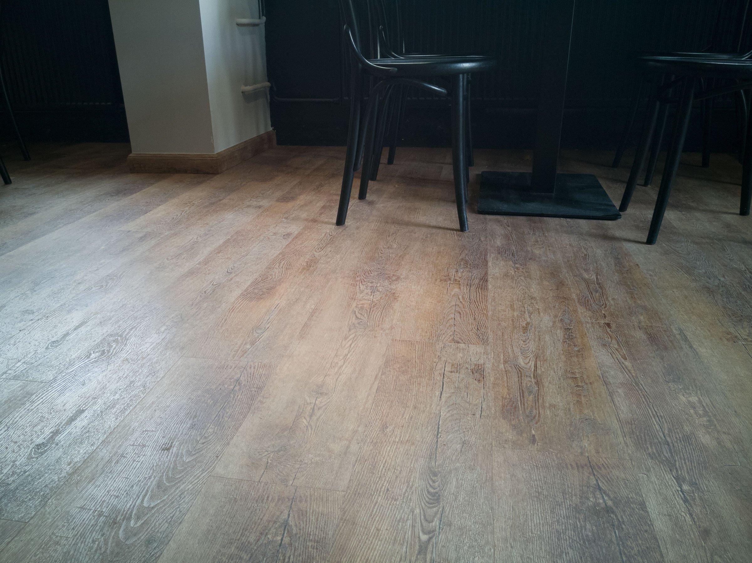 Vinylová podlaha se na první pohled nedá od dřevěné rozeznat