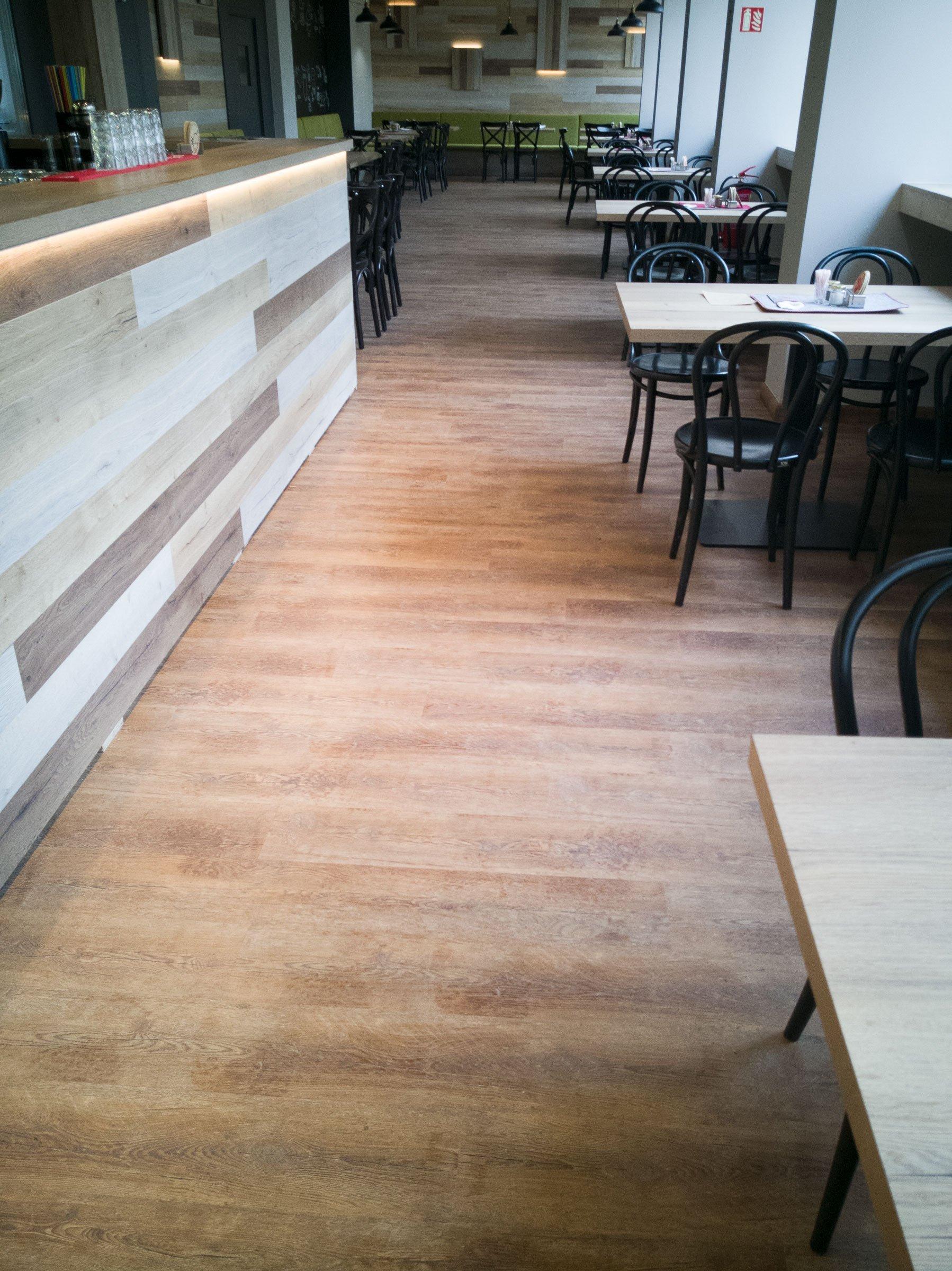 I větší plochy se dají řešit plovoucí vinylovou podlahou
