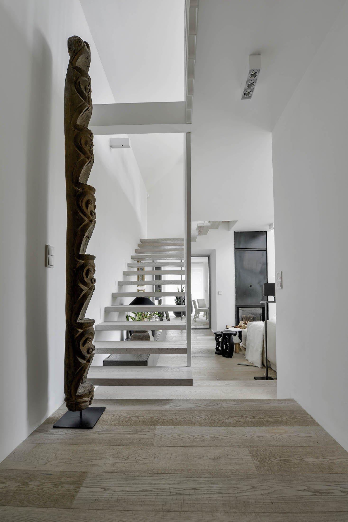 Interiér tohoto domu působí nesmírně přívětivým, až terapeutickým dojmem. Jakmile vstoupíte, rozhostí se ve vás klid. Je prostoupený svěžím duchem a energií…