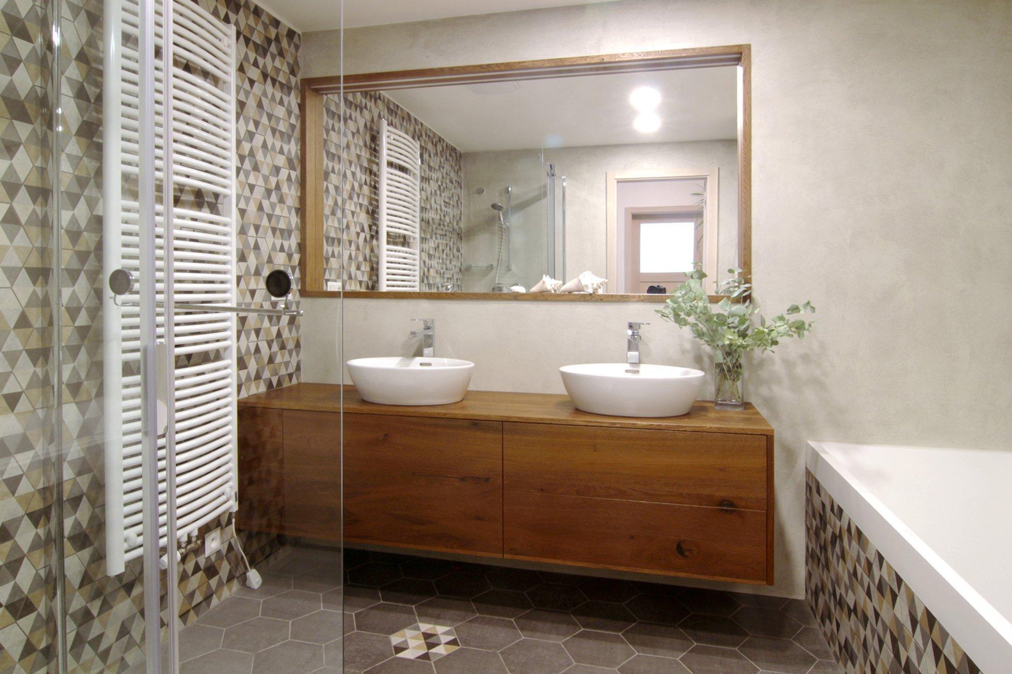 Projekt kuchyně, koupelny a WC v novostavbě u obory Hvězda. S klienty jsme spolupracovali už při výběru bytu ke koupi a stavebních změnách před jeho dokončením…