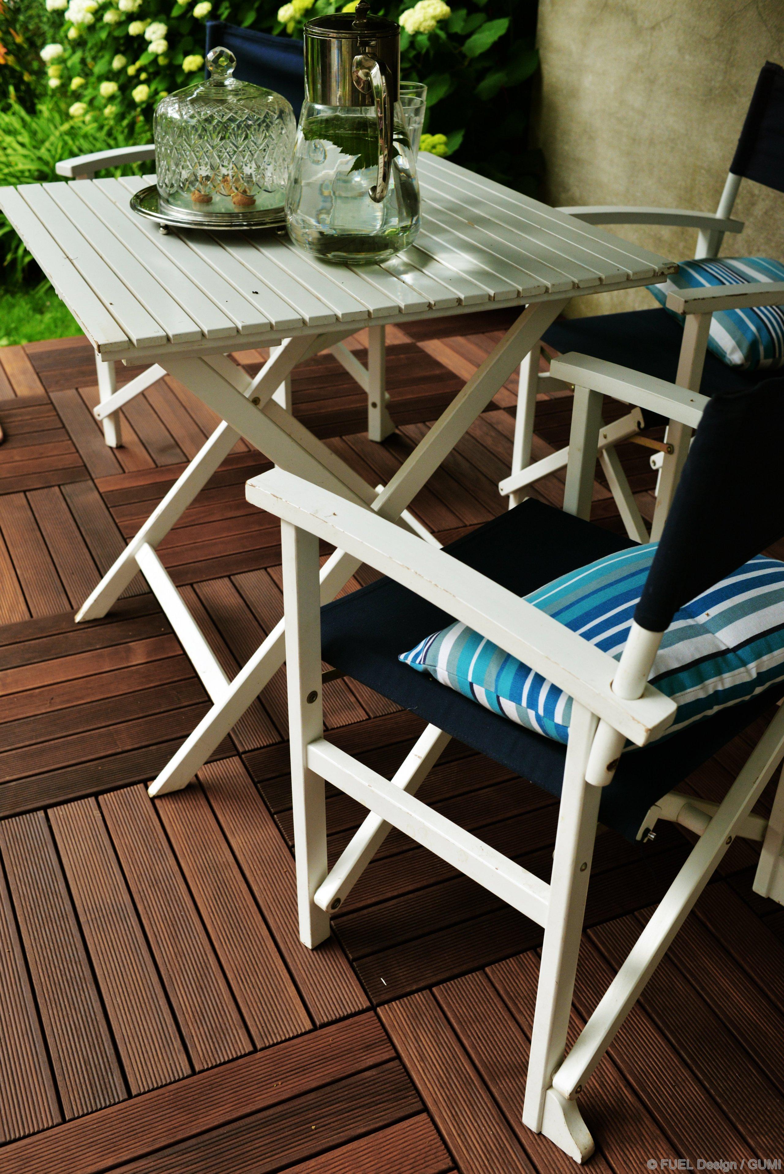 Dřevena terasa ztermojasene změňirychle a snadno vzhled vaší podlahy. S GUMI vytvoříte útulnou dřevěnou terasu ve vaší zahradě.