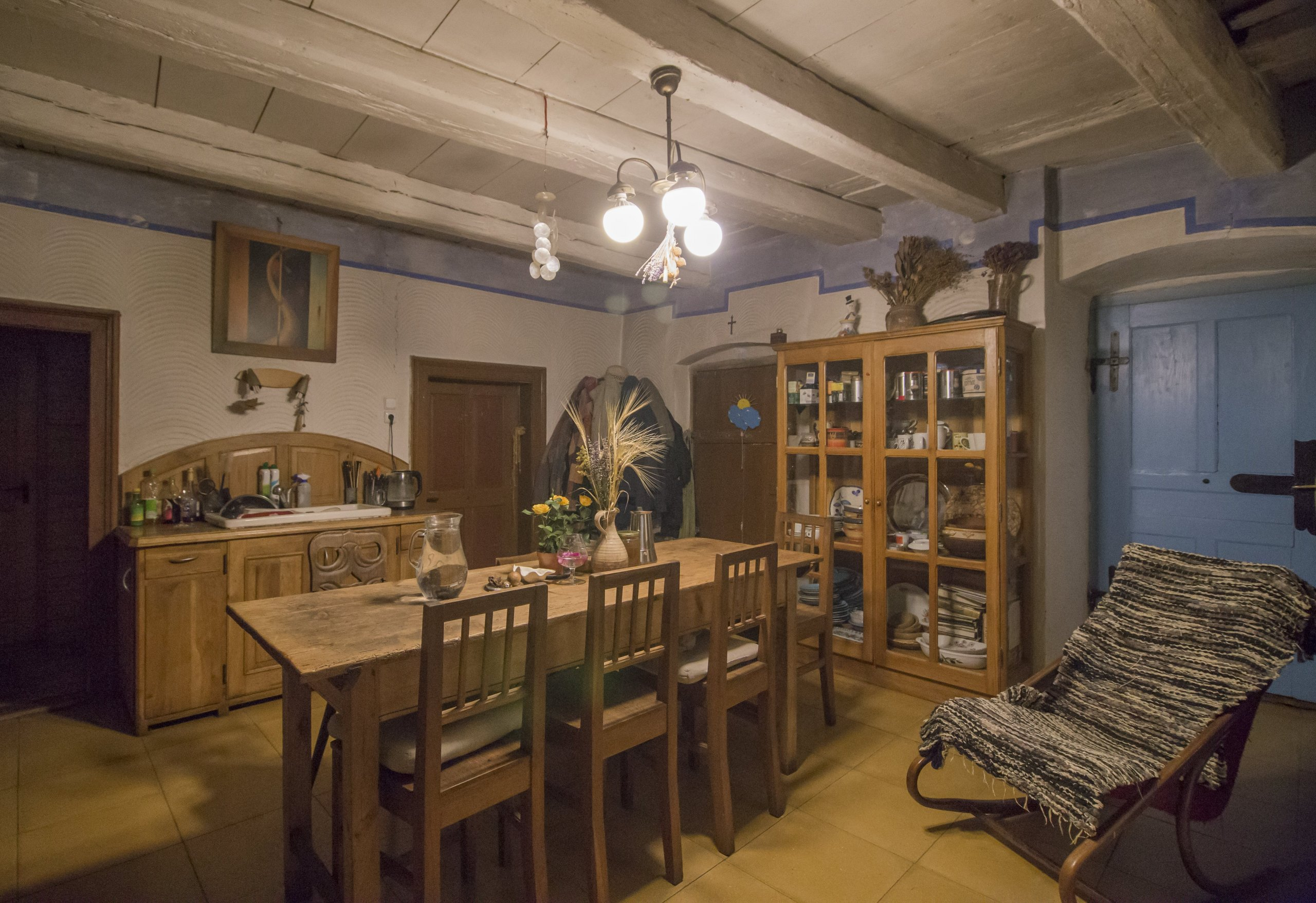 Rekonstrukce památky lidové architektury u Vyškova. Dům je postaven z nepálených cihel, omítnutý z exteriéru i interiéru hliněnou omítkua opatřený prodyšným…
