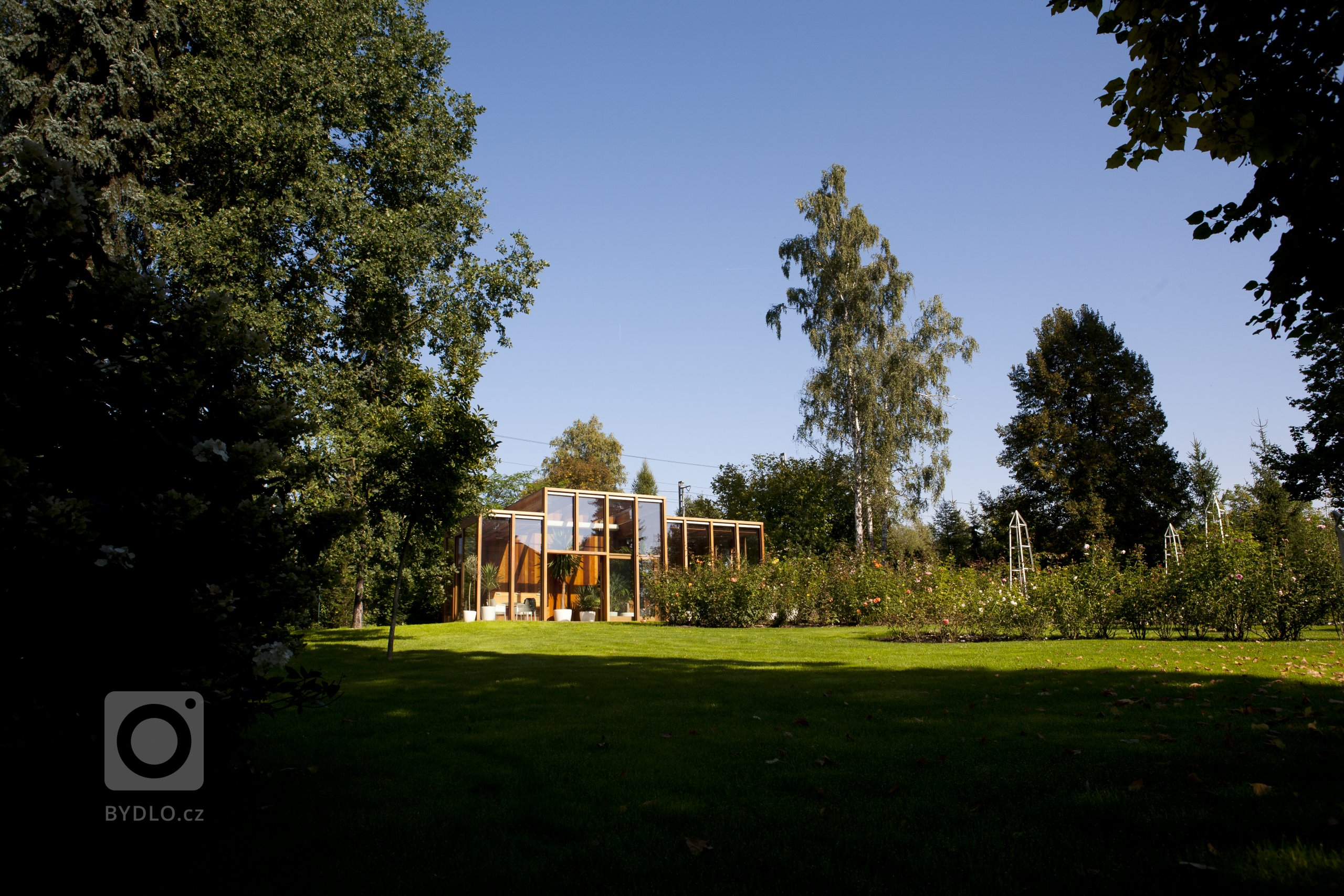 Autor: Jindřich Starý  Stavba oranžerie vznikla na objednávku manželského páru, jako součást velké, parkově upravené zahrady, která byla založena ve 30.…
