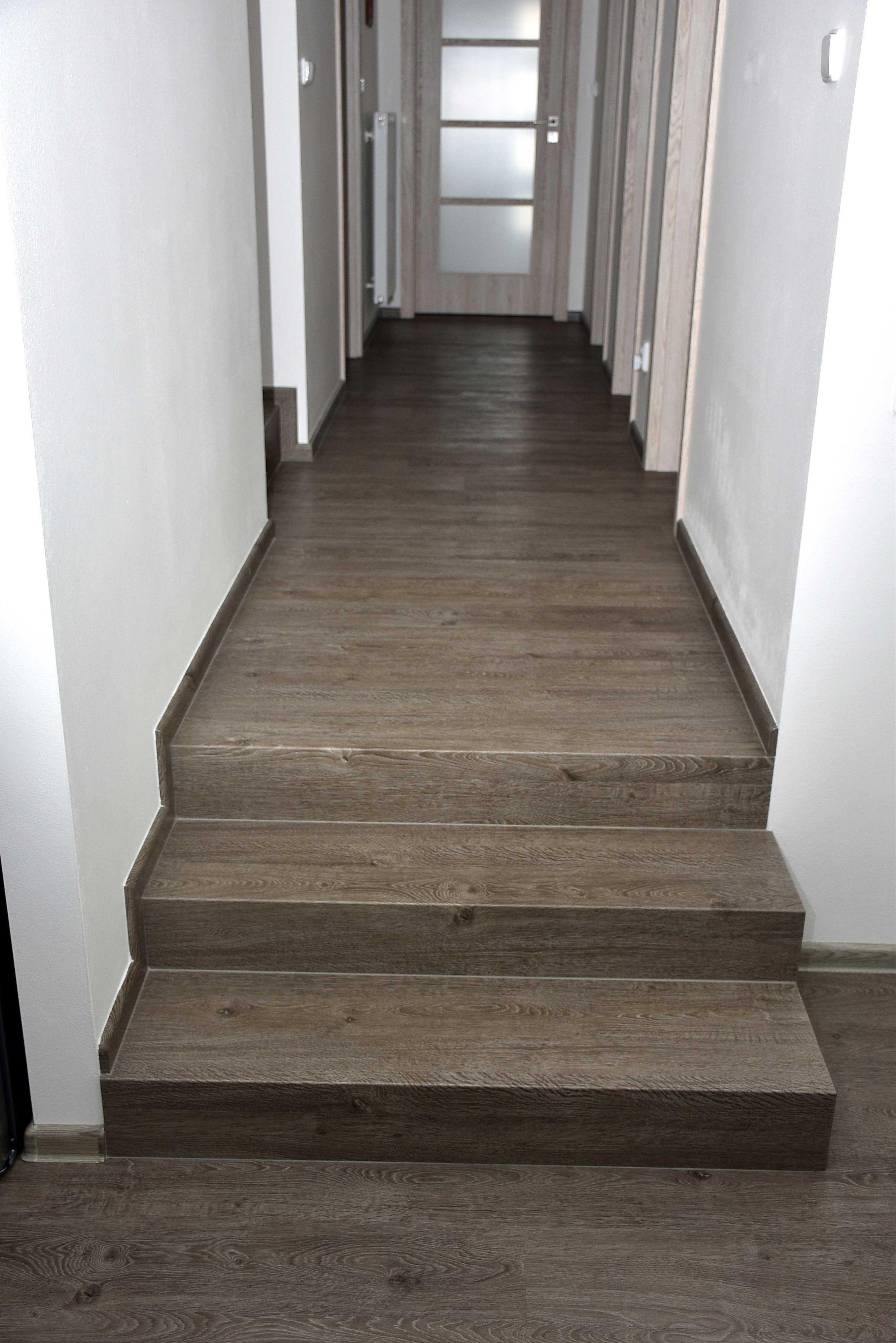 Chodba nad schodištěm
