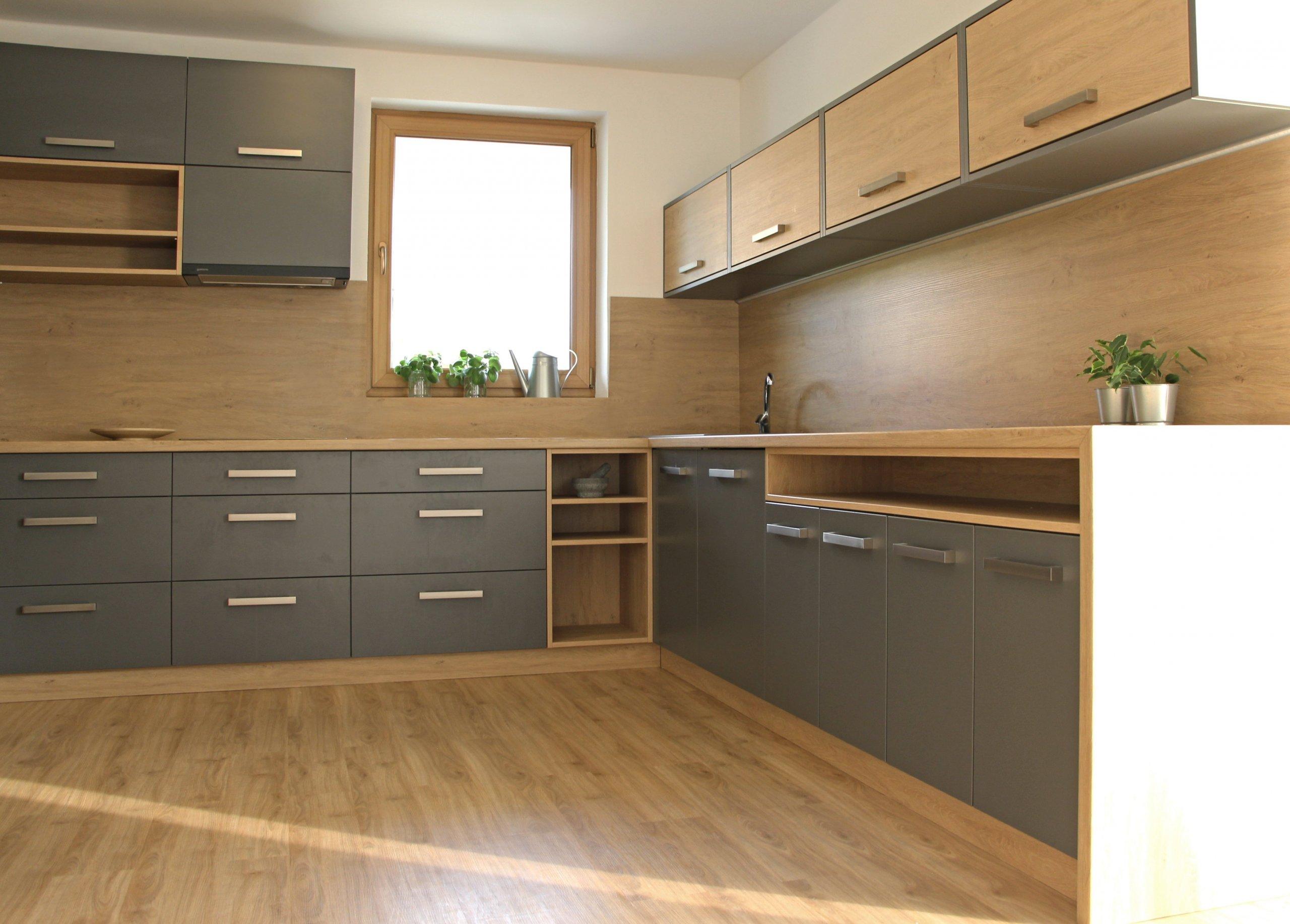Rodinný dům se nachází vobci Doubravice a je navržen jako jednoduchý bungalow. Obytná plocha 150 m2 je rozdělena mezi velkorysý obytný pokoj s&nbsp…