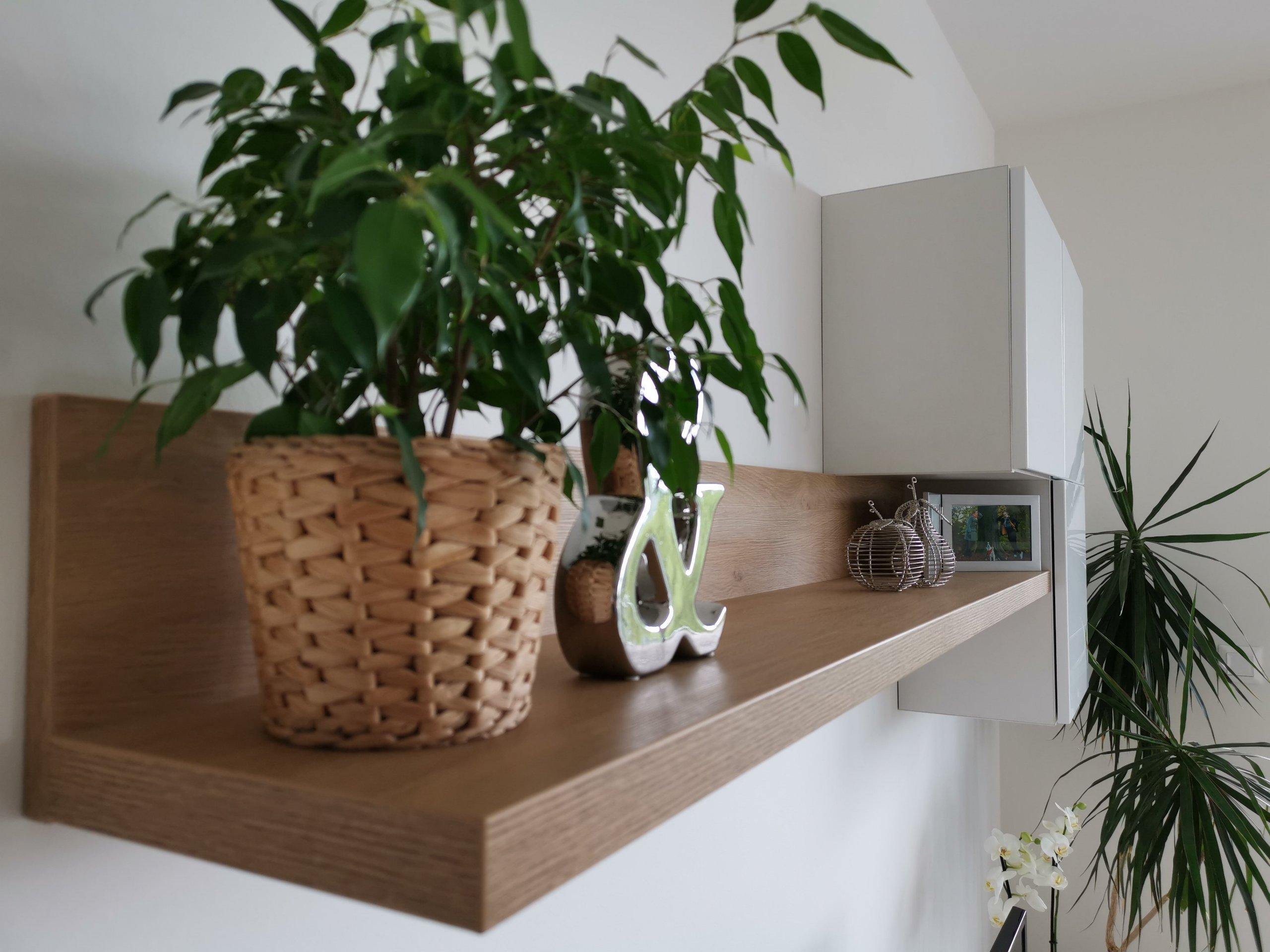 Realizace multifunkčního obývacího pokoje, v bytě 2+kk proběhla přesně podle plánu. Byl splněn požadavek na spoustu úložného prostoru, pohodlné občasné spaní ,…