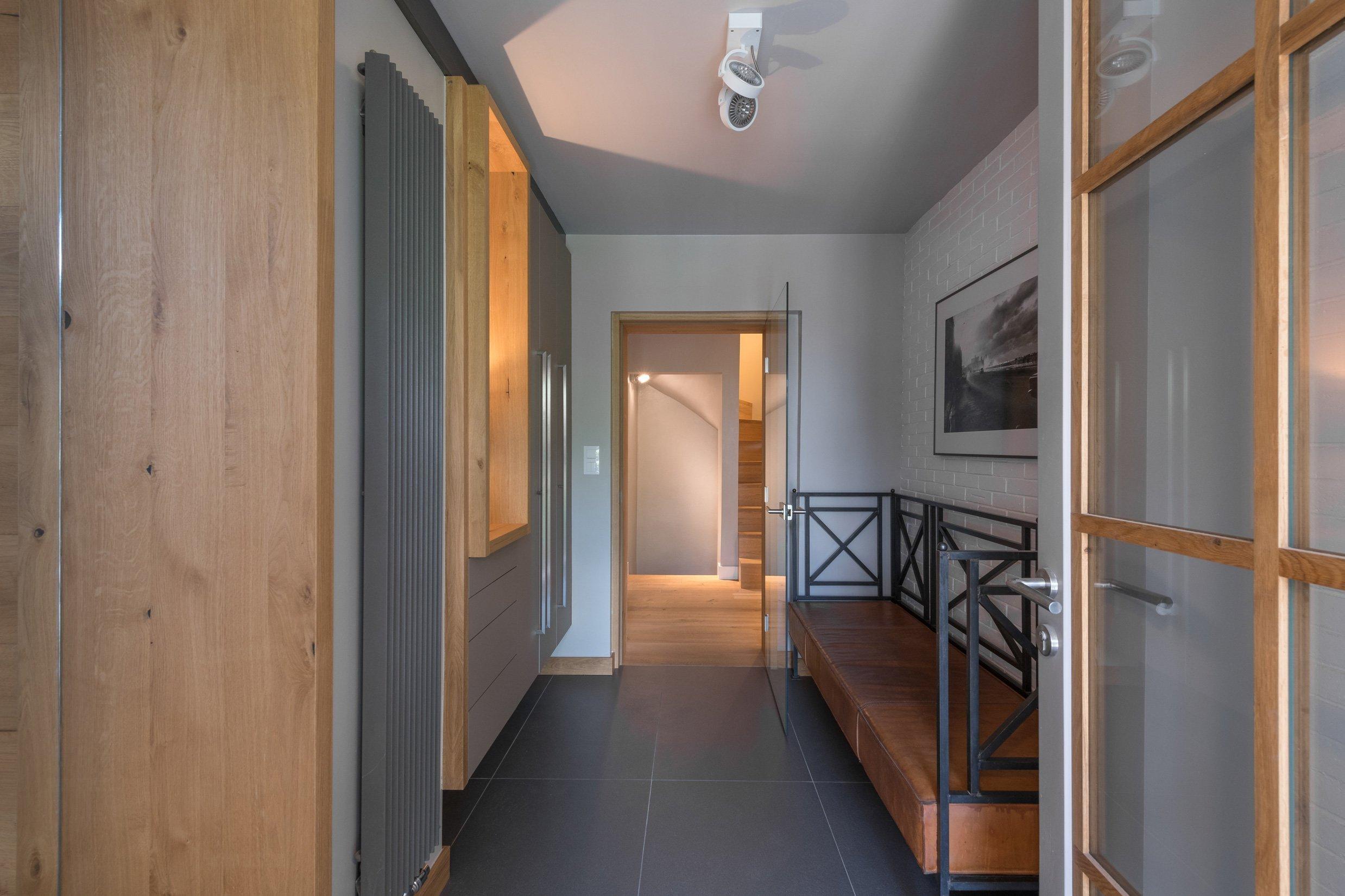 Starý dům svou velikostí nemohl splnit požadavky klientů, neumožnil ani vytvoření velkého obytného prostoru. Při rekonstrukci zde byla vybudována soukromá zóna…