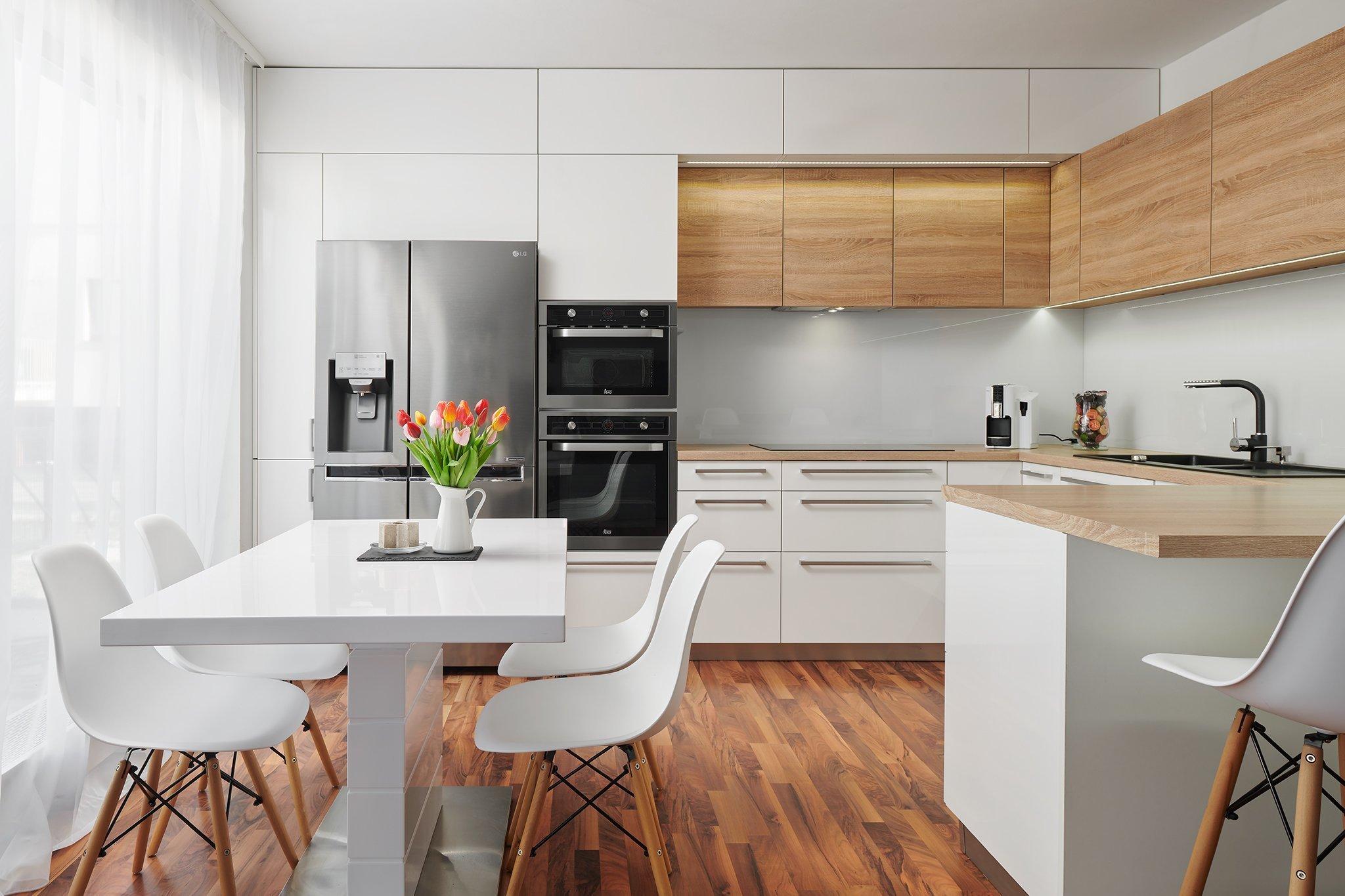 Moderní kuchyněInfini s jemně skandinávskýmnádechem.Kuchyně do Ljsou ideální volbou pro menší a střední prostory.