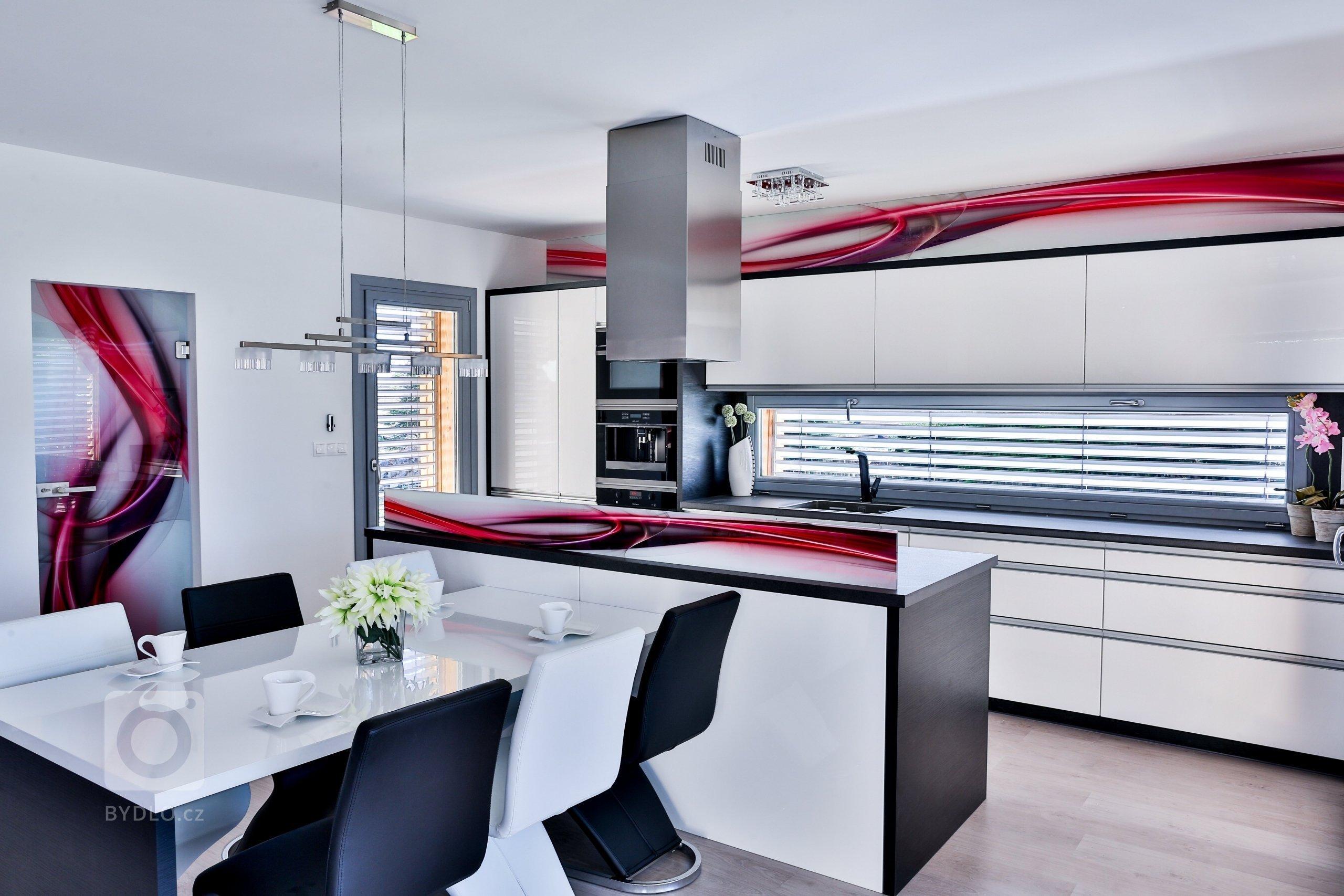 Kuchyně s barevným sklem