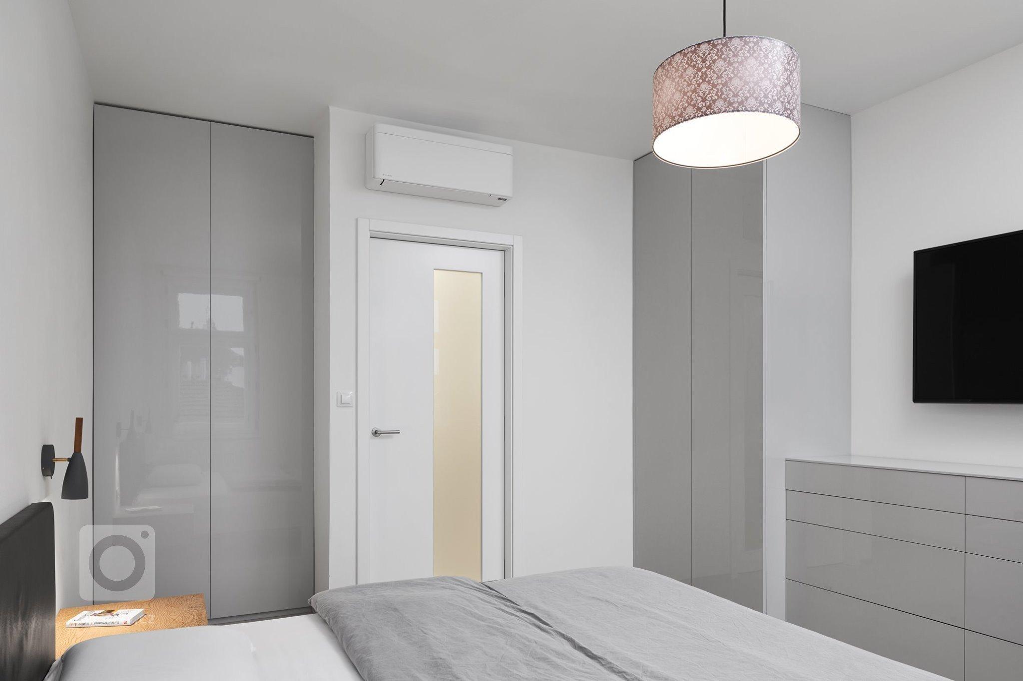 Naprosto dokonalý interiér. Kombinace šedého laku s přírodní dýhou působí velmi luxusně a elegantně. Kuchyně ELITE/LINE s ostrůvkovým řešením nás naprosto…