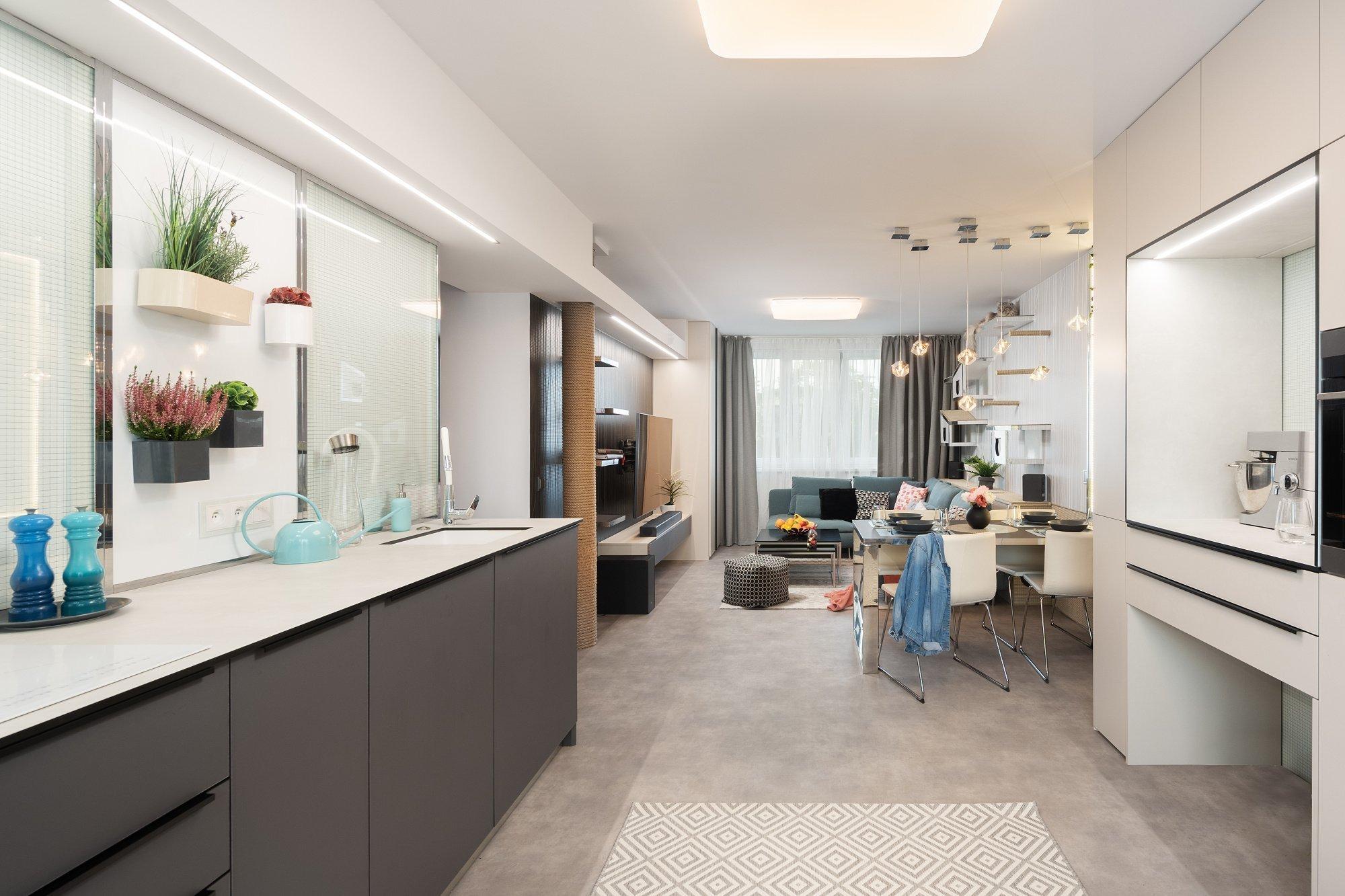 Změna dispozice na 3kk  Byt se nachází vbytovém domě postaveném vroce 1977. Výměra bytu včetně lodžie (3,5 m2) činí 72 m2. Kbytu…