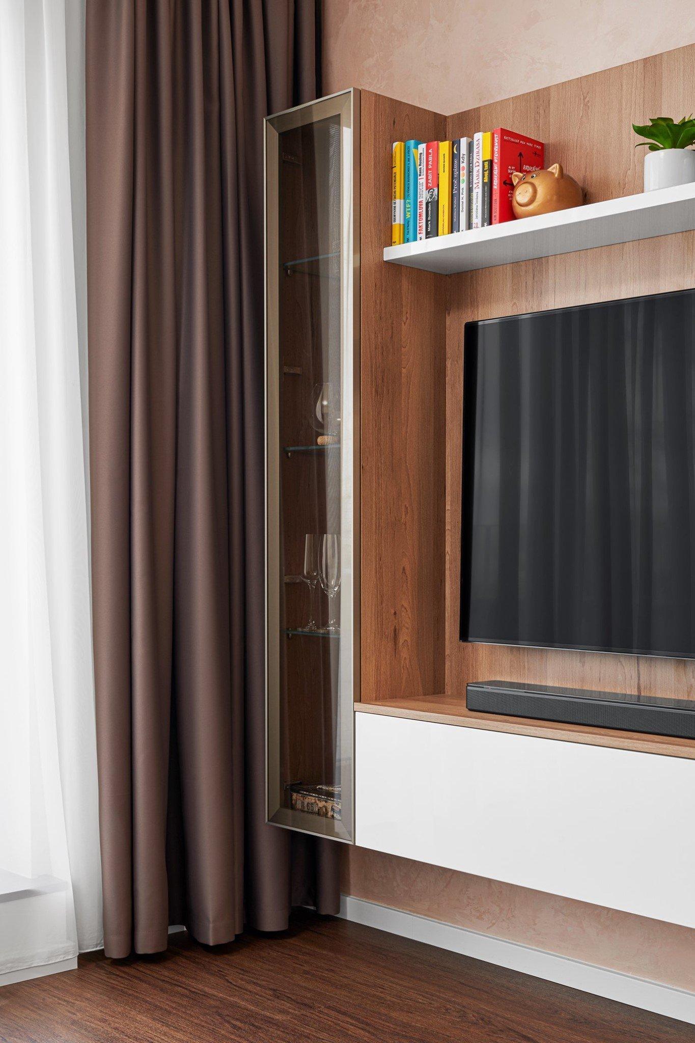 Krásný a útulný byt s kuchyní ELITE/STYLE navazující na obývací pokoj nabízí dokonalou sladěnost v interiéru. Pro relaxaci a odpočinek byla do obývacího pokoje…