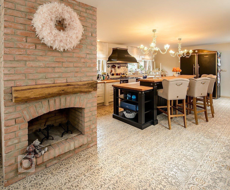 Rustikální stylv posledních letech získává opět na oblibě. Působí velmi příjemně, voní dřevem, kouskem historie a přemění Váš dům či byt v útulný a teplý…