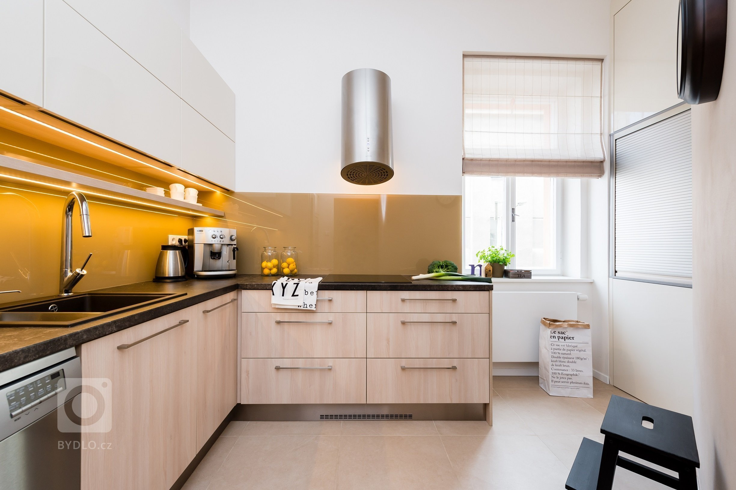 Návrh a realizace koupelny, kuchyně a zádveří v činžovním bytě na pražském Žižkově