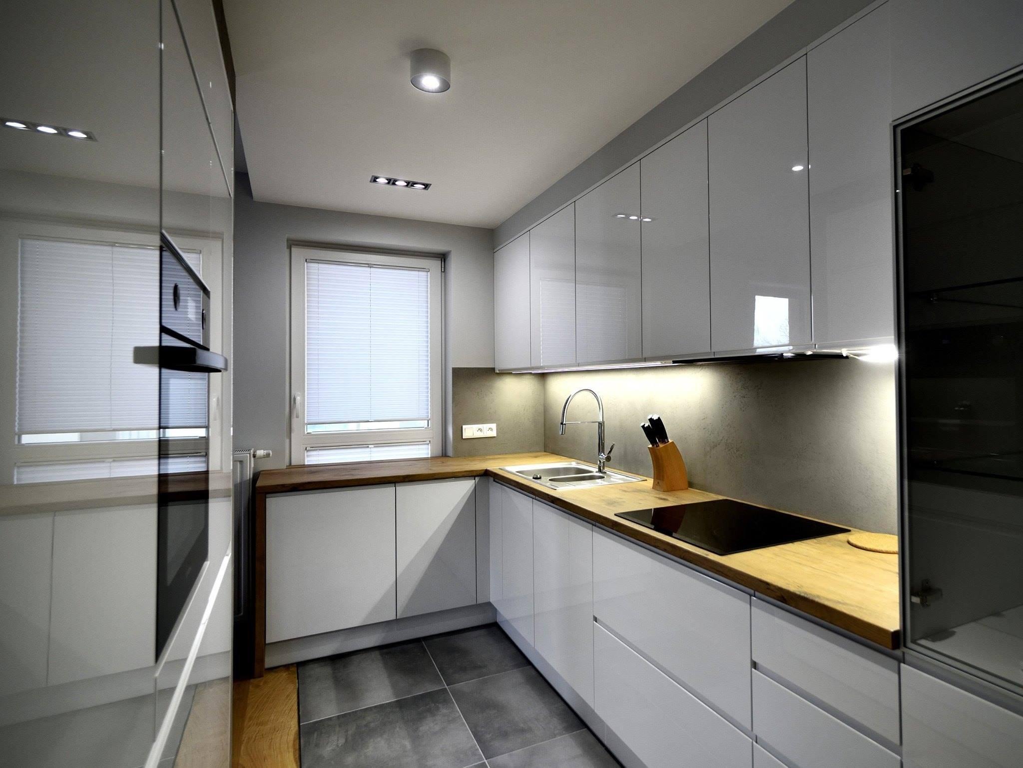 Moderní kuchyně v lesku