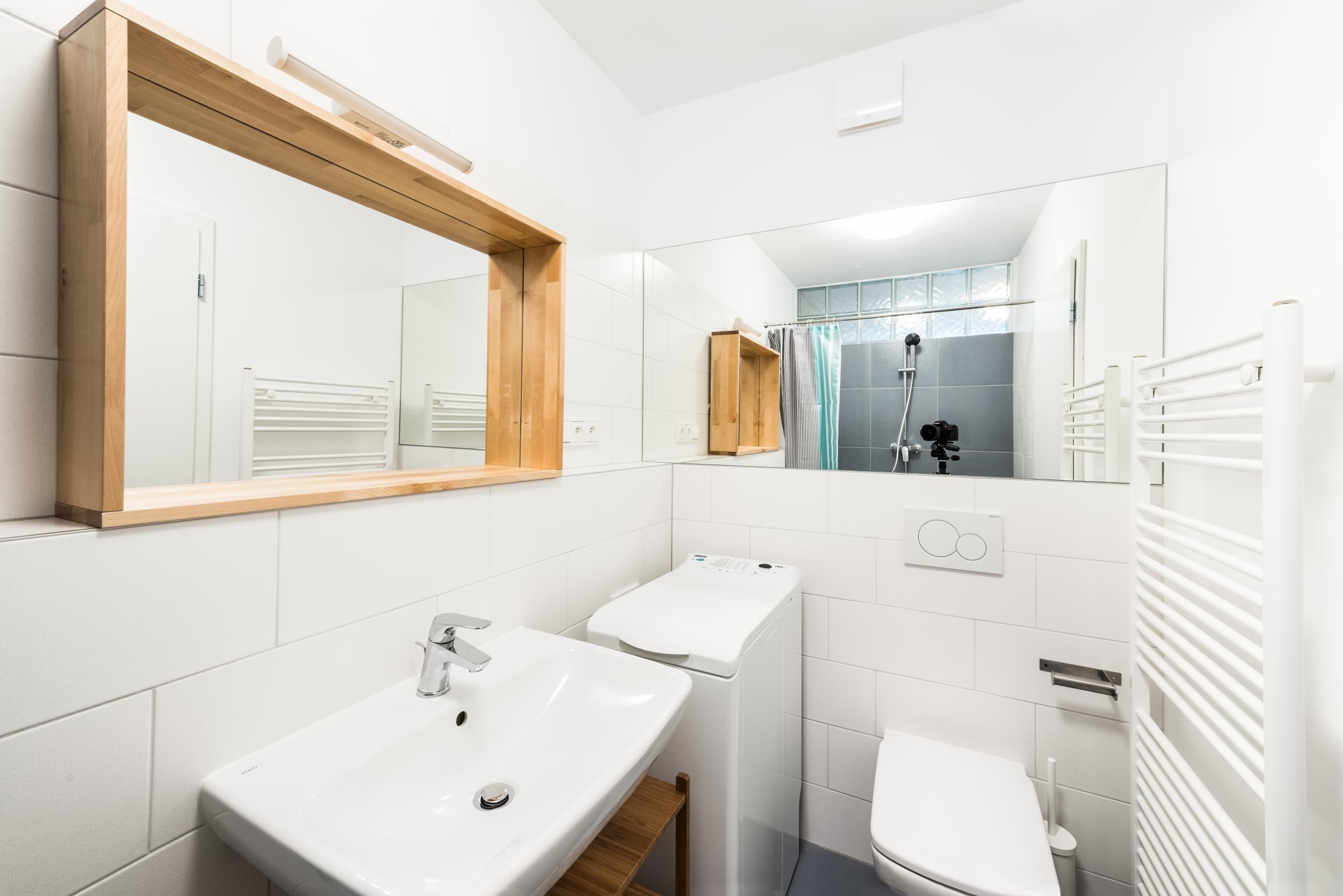 Zařízení jednopokojového bytu jsme navrhli výhradně z produktů Ikea. Příjemný interiér je důkazem, že slušný výsledek se dá dosáhnout i s dostupným typovým…