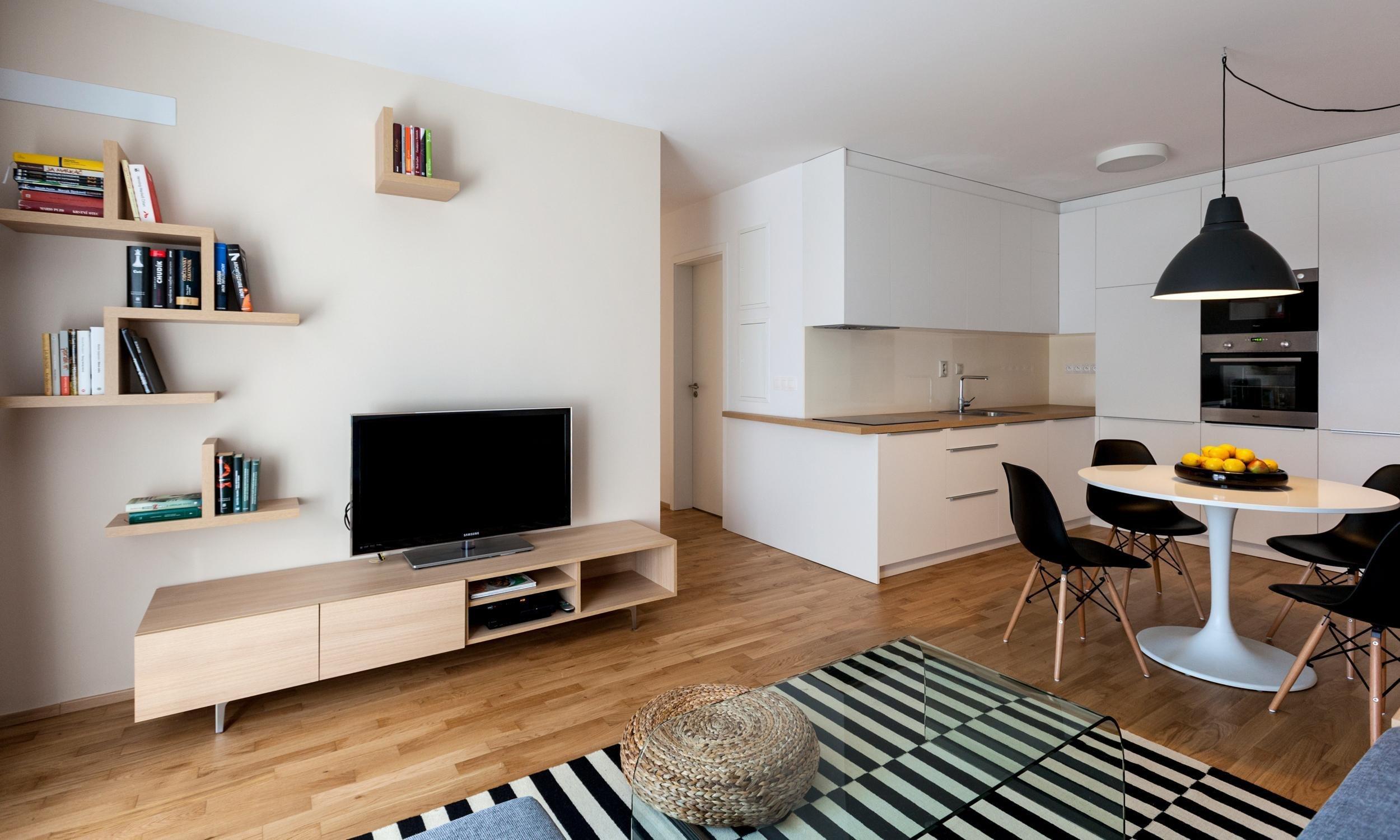 Jemný interiér malého bytu s nádechem romantiky jsme navrhli pro mladý pár, kterému splnil představy o bydlení. Teplé zemité barvy a správná kombinace typového…