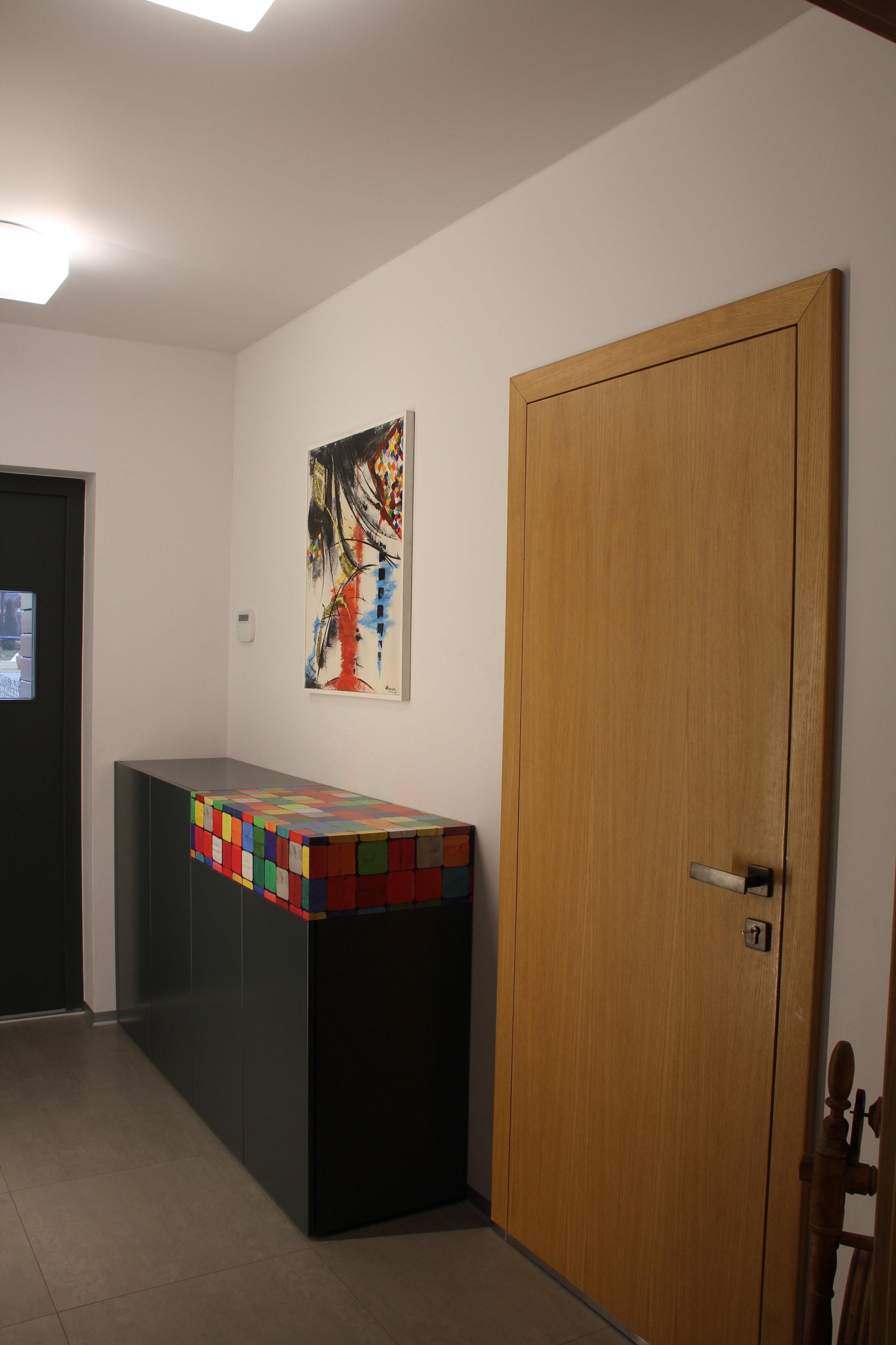Klient oslovil naši firmu a požadoval vytvoření studie celého interiéru domu, kdy můžeme při tvorbě studie ještě dispozičně měnit projekt. Studie interiéru…