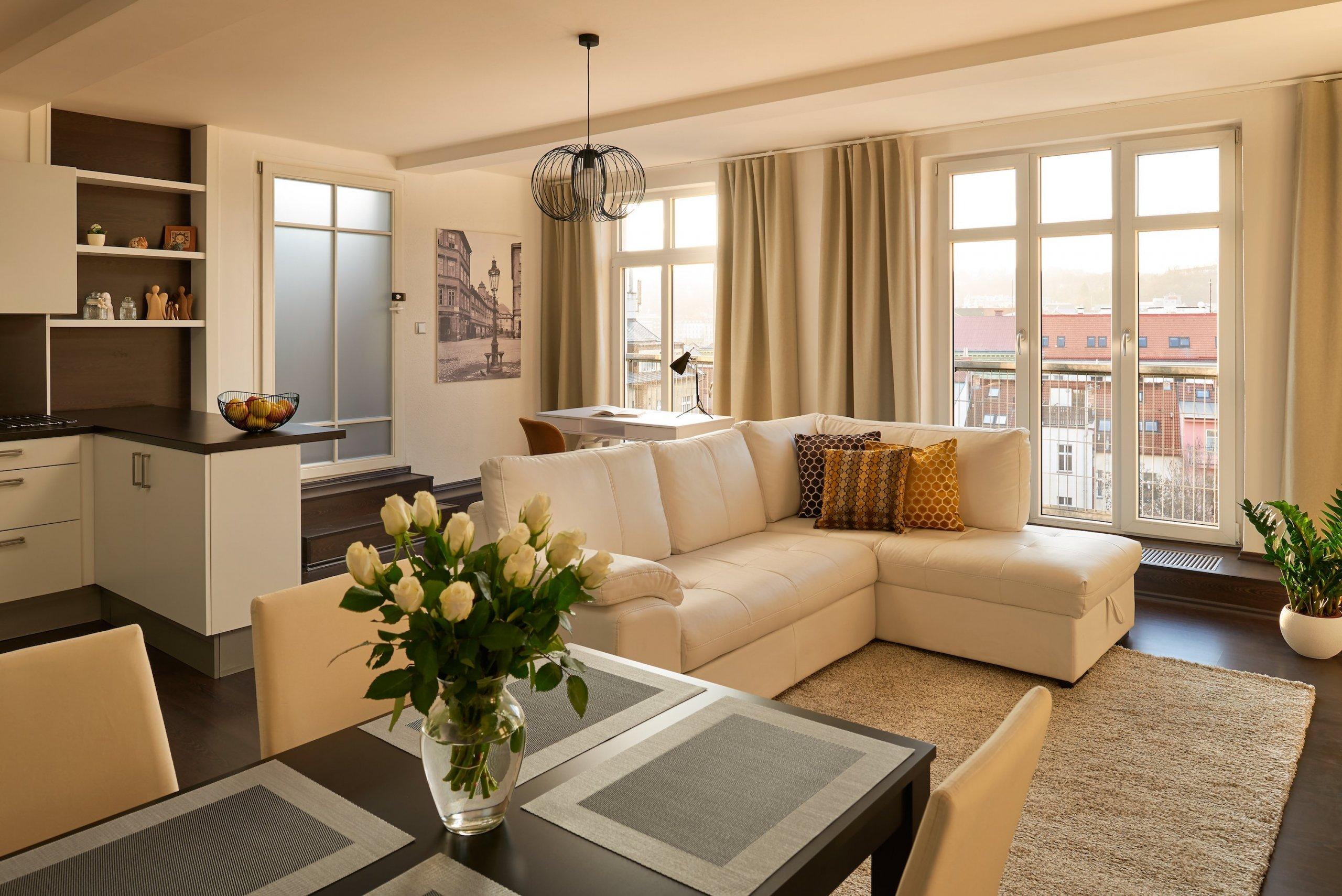 Přáním klienta bylo vytvořit neutrální, příjemný prostor s domácí atmosférou. Interiérové vybavení bylo potřeba do jisté míry podřídit stávajícímu zařízení …