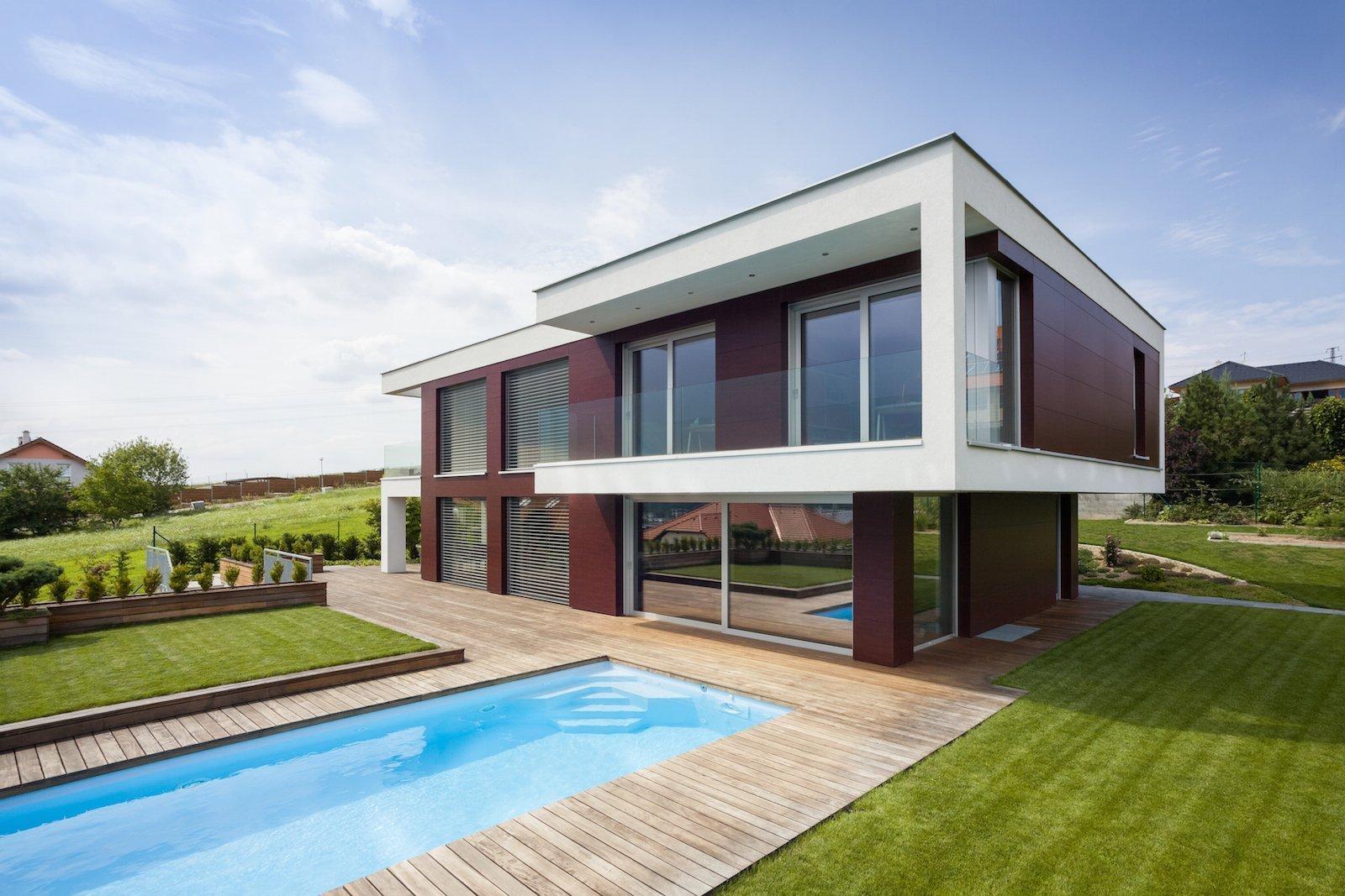 Velkorysé řešení interiéru není rozmařilostí investorů. Majitelé žili dlouhou dobu vzahraničí, proto si po návratu domů začali plnit velké přání, a&nbsp…
