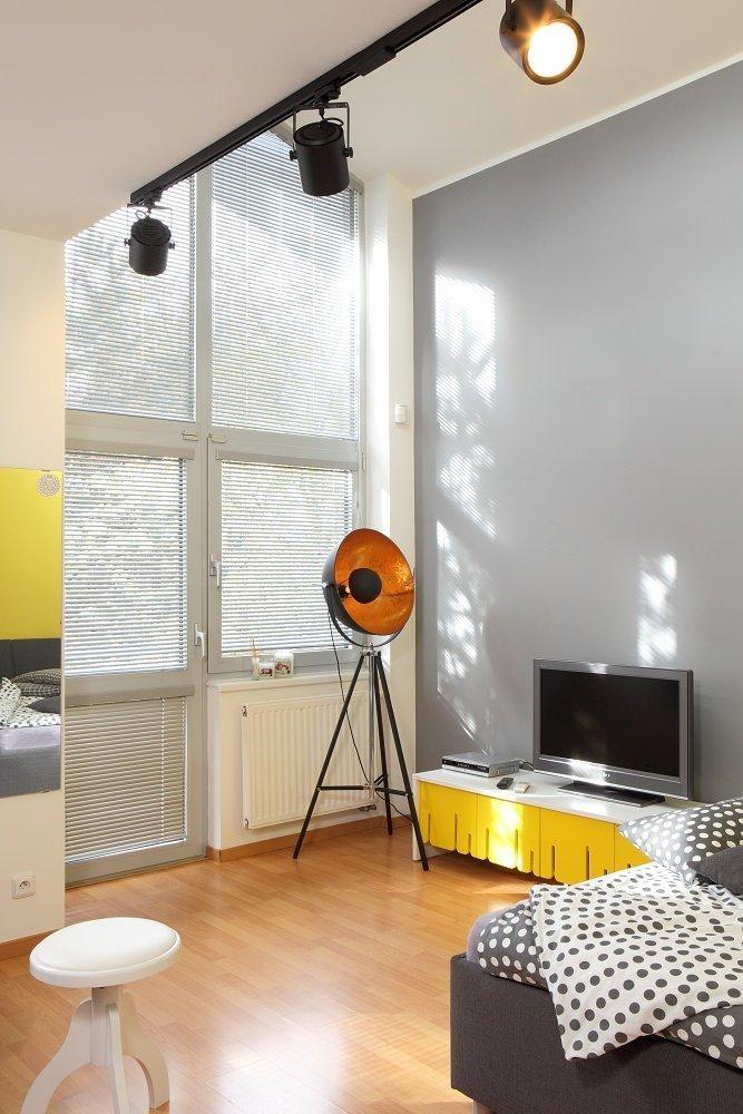 Světlý čistý a vzduný interiér vily na Bílé Hoře