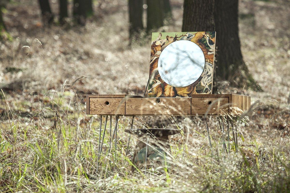 """Další série z dílny NARKi furniture, konkrétně """"Lovecká sezóna"""" vyrobená z masivního baheního dubu. Pojednaná malbami Dominika Běhala. Vztahuje se ke…"""