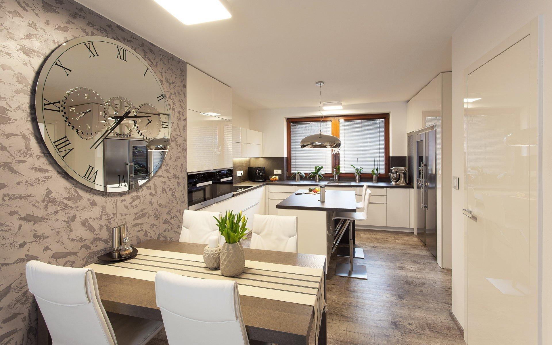 Rádi bychom vám představili jedinečnou realizaci dvougeneračního rodinného domu, který byl rekonstruován a kompletně nově vybaven nábytkem a dveřmi HANÁK.…