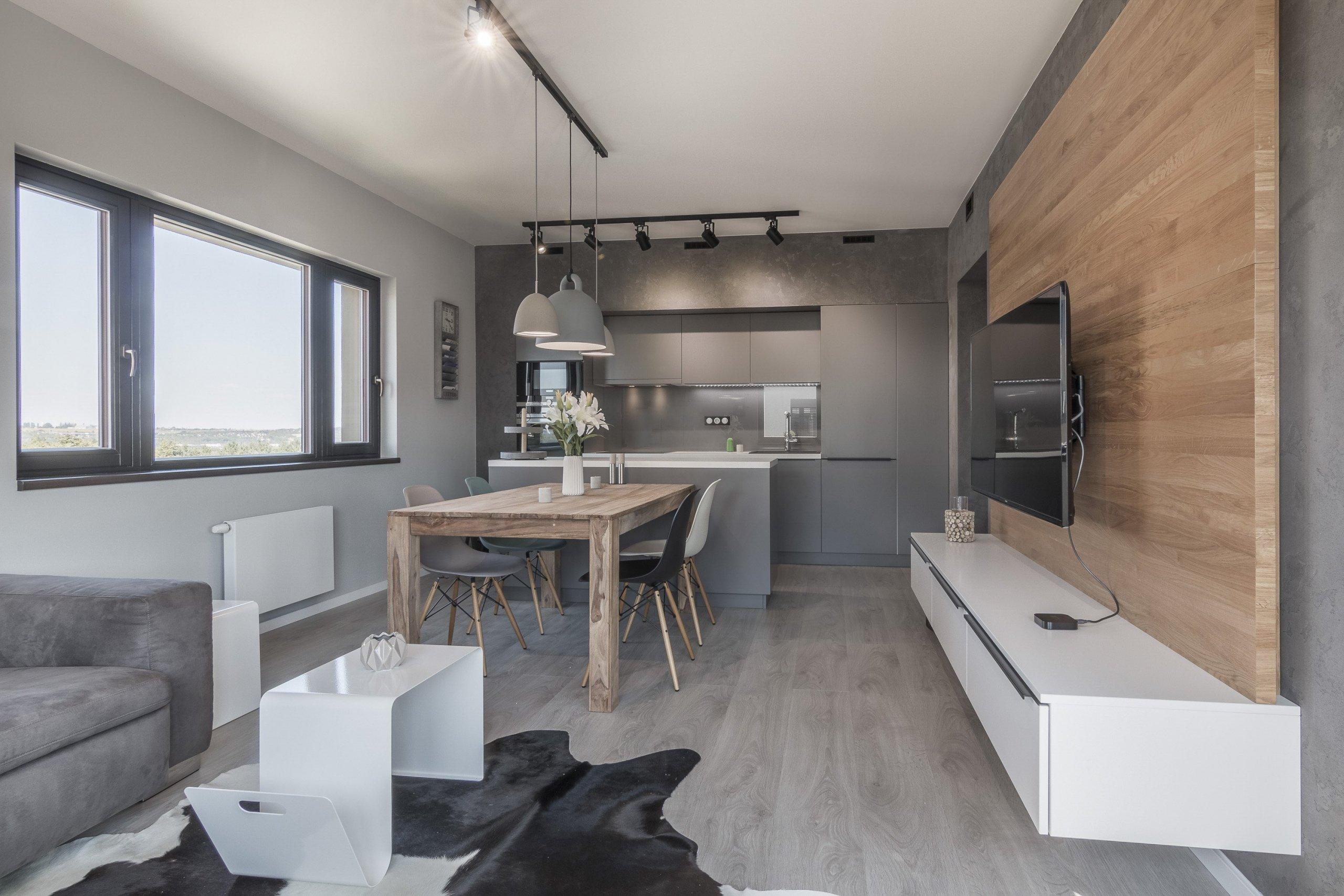 Developerský projekt JRD, podchycení klientských změn a návrh interiéru vybavení bytu pro mladý pár. Z návrhu vyplynulo použití cementové stěrky na většinu…